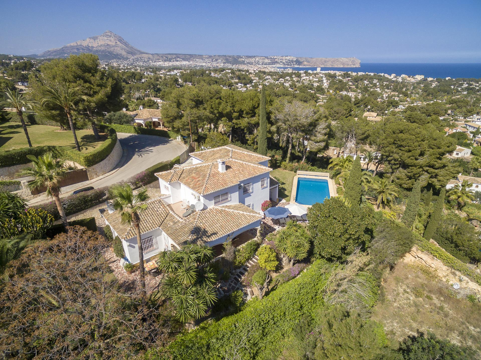 Villa Clara, Wonderful and classic villa  with private pool in Javea, on the Costa Blanca, Spain for 8 persons.....