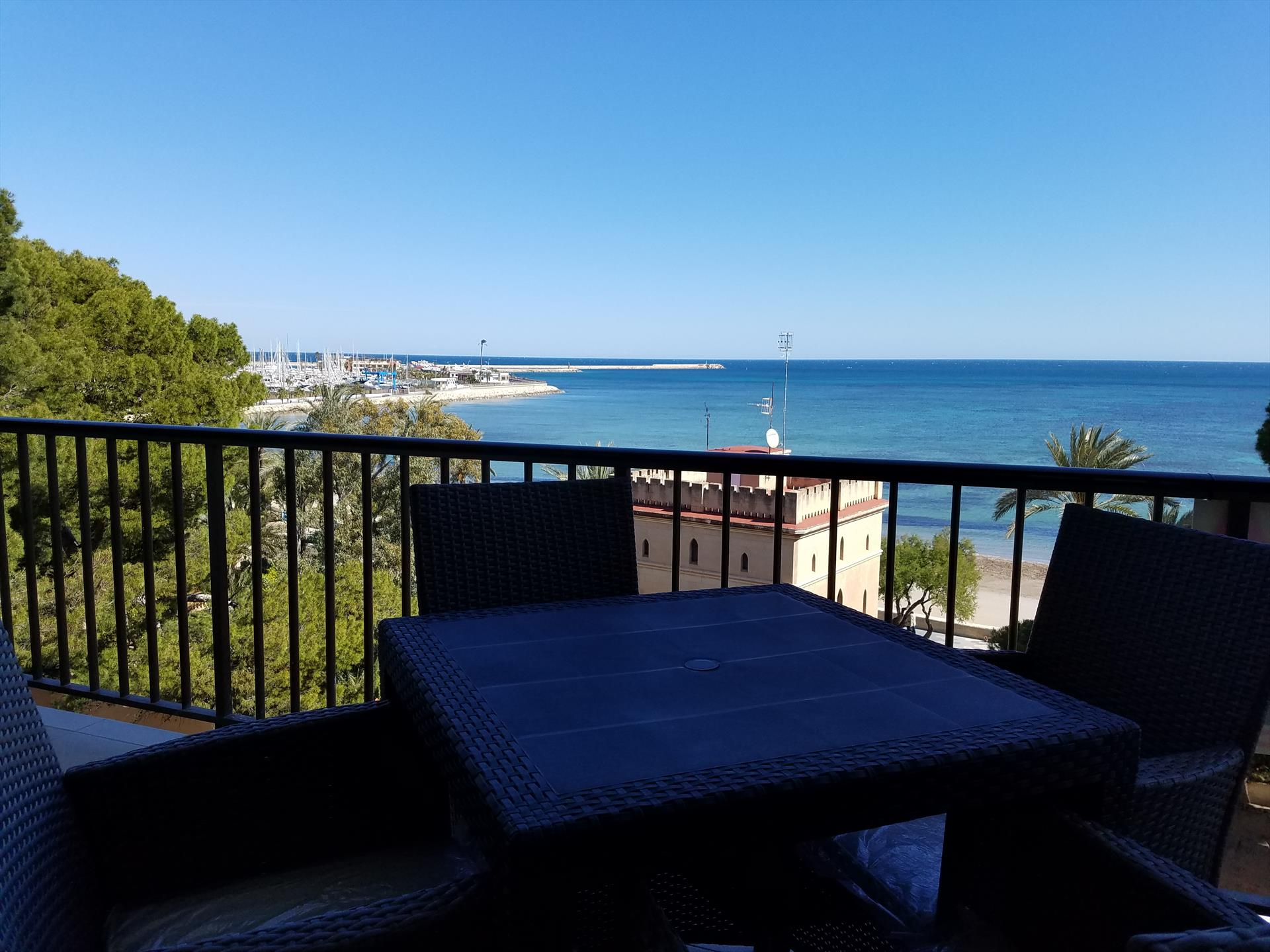 AP2130 Frente a la Playa cerca de Dénia, Modern and romantic apartment in Denia, on the Costa Blanca, Spain for 4 persons.....