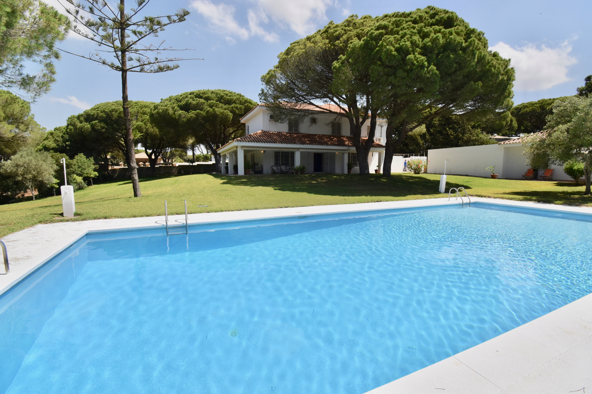La Tortuga, Large and comfortable holiday house in Chiclana de la Frontera, Andalusia, Spain  with private pool for 12 persons.....