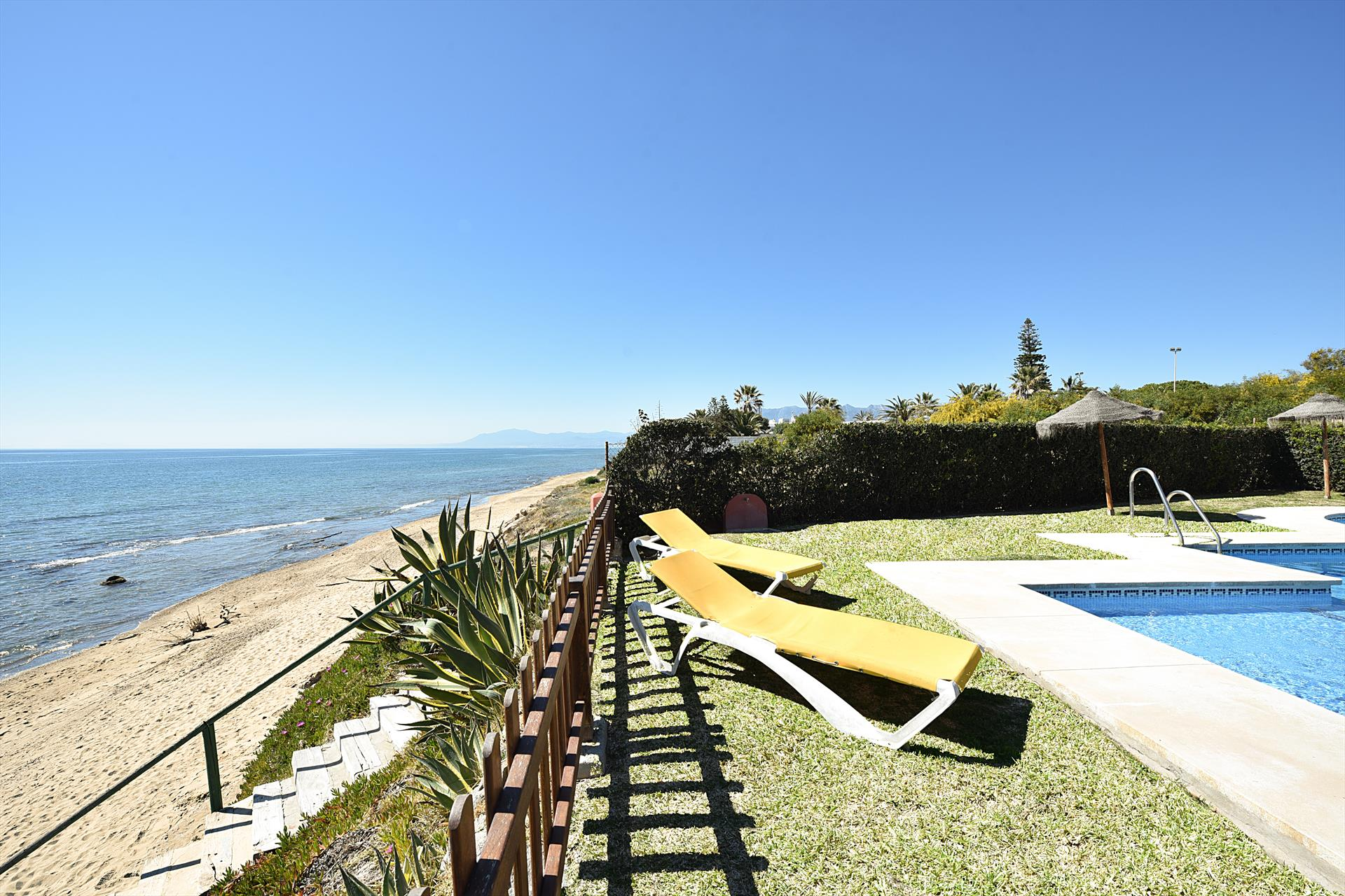 Casa Las Dunas de Marbella, Large and cheerful holiday home in Marbella, Andalusia, Spain  with communal pool for 6 persons.....