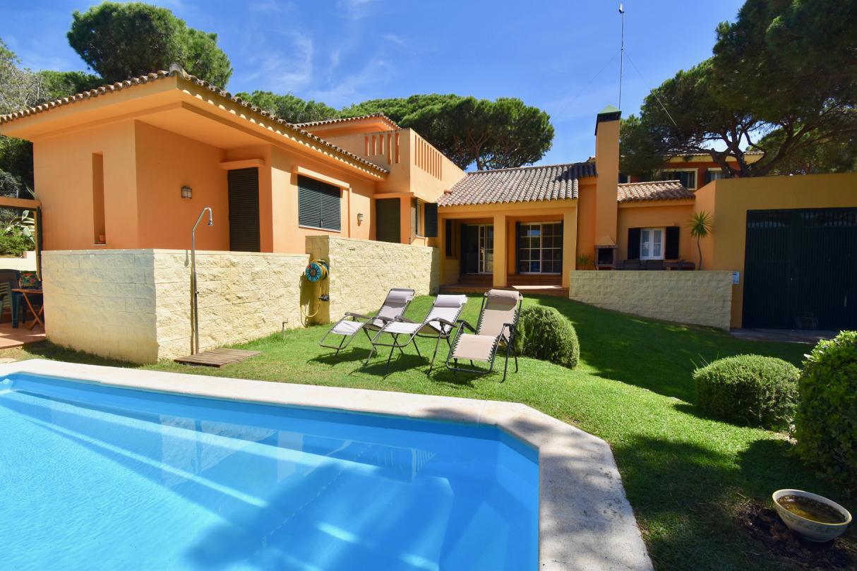 Tanit,Villa  con piscina privada en Chiclana de la Frontera, Andalucía, España para 8 personas.....