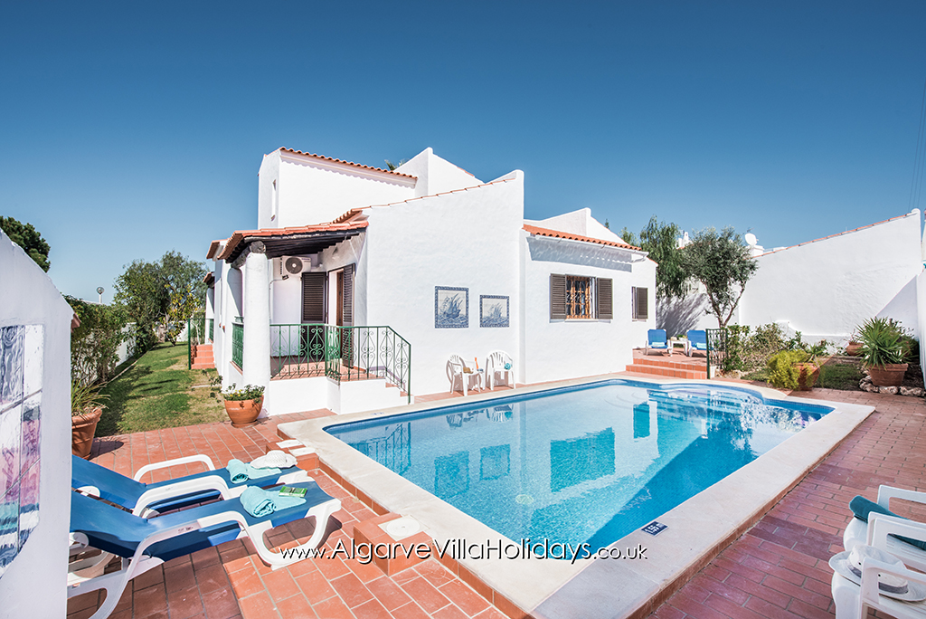 Iris, Lovely and comfortable villa  with private pool in Vale de Parra, on the Algarve, Portugal for 5 persons.....