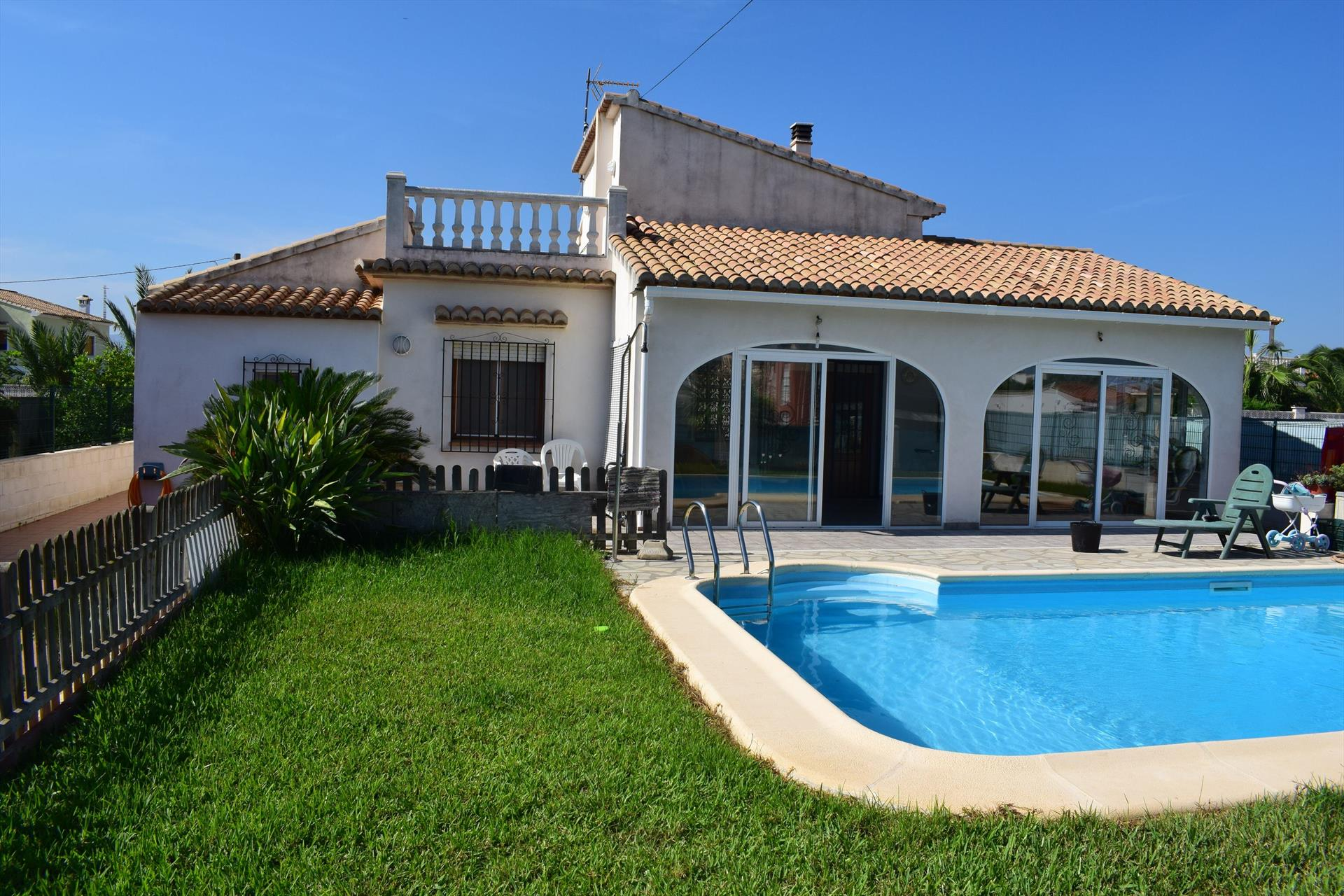 CH4323 Villa con Piscina a 250m del Paseo y Playa, Rustic and comfortable holiday house  with private pool in Oliva, on the Costa Blanca, Spain for 5 persons.....