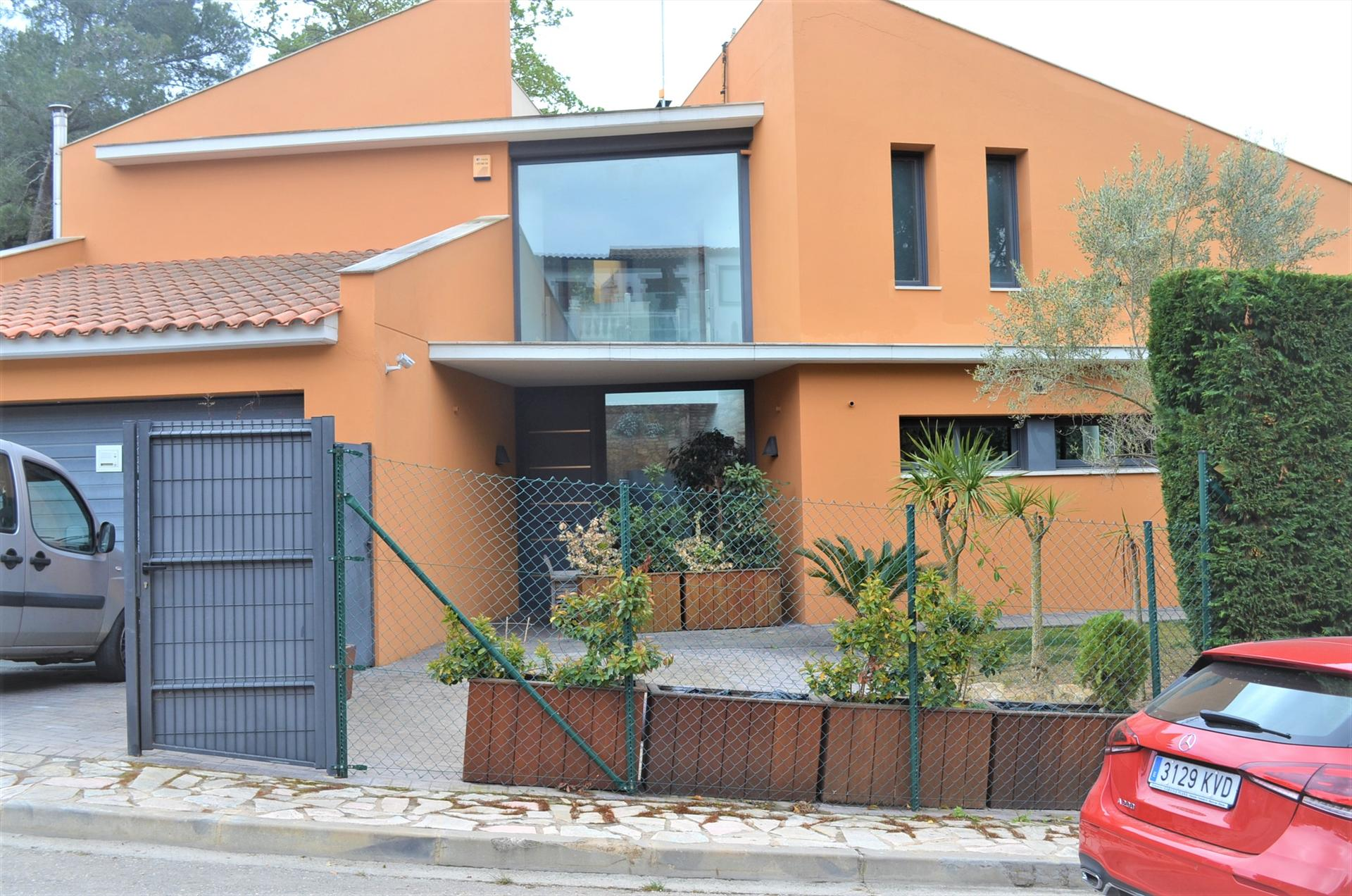 CAN RIERA casa moderna y funcional con jardin privado aire acondicionado y wifi, Modern and nice house in Begur, on the Costa Brava, Spain for 6 persons.....