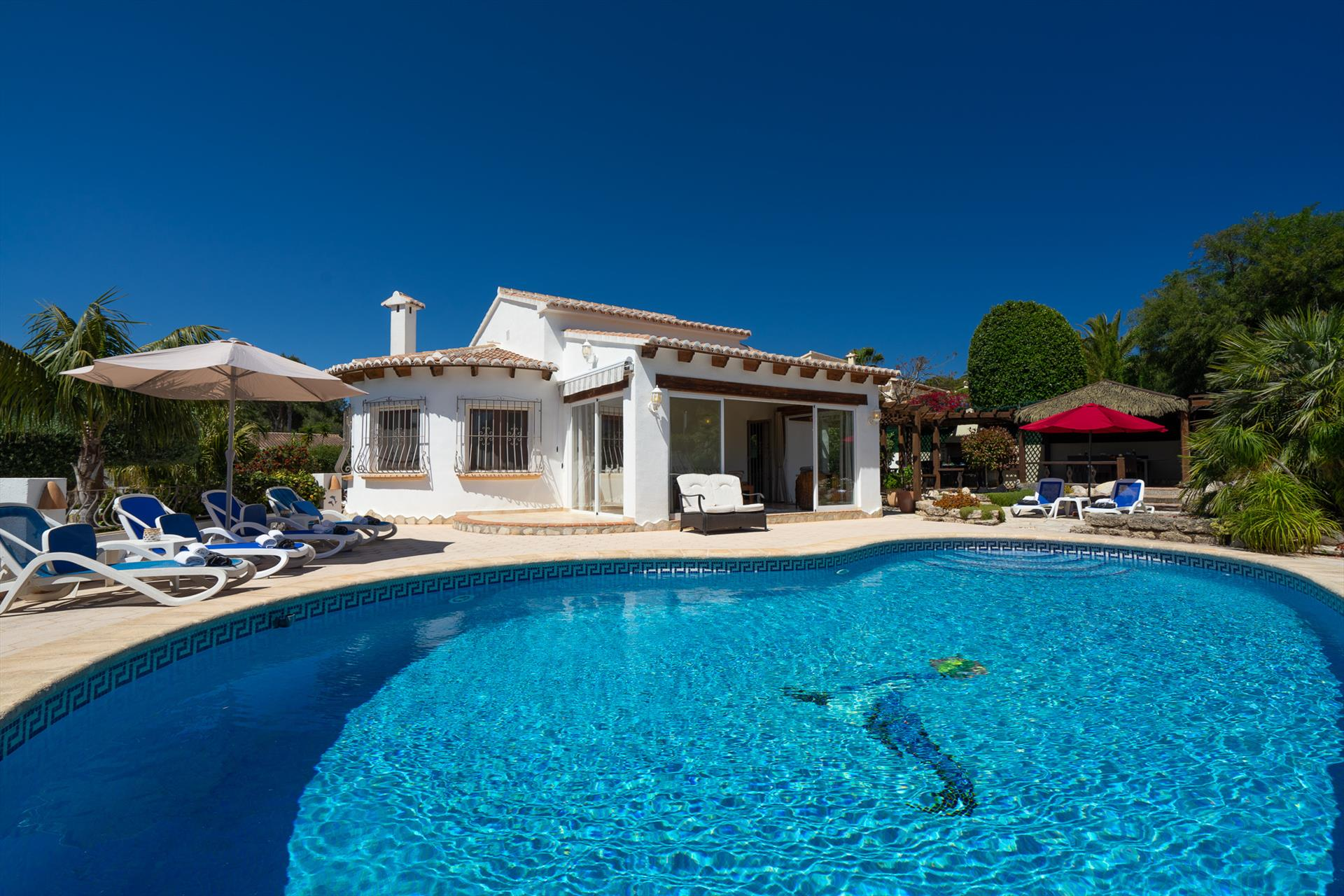 Semoni, Large and comfortable villa in Javea, on the Costa Blanca, Spain  with private pool for 6 persons.....