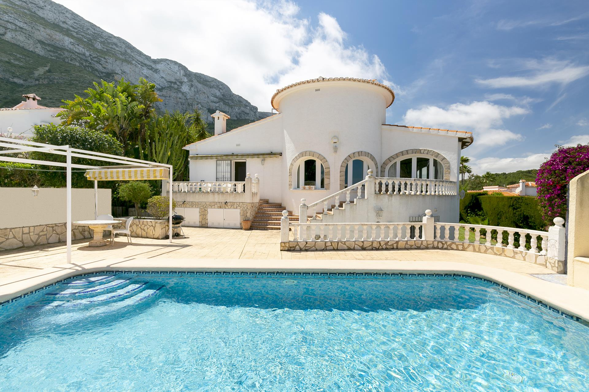 Finca Paris, Beautiful and comfortable holiday home  with private pool in Denia, on the Costa Blanca, Spain for 7 persons...