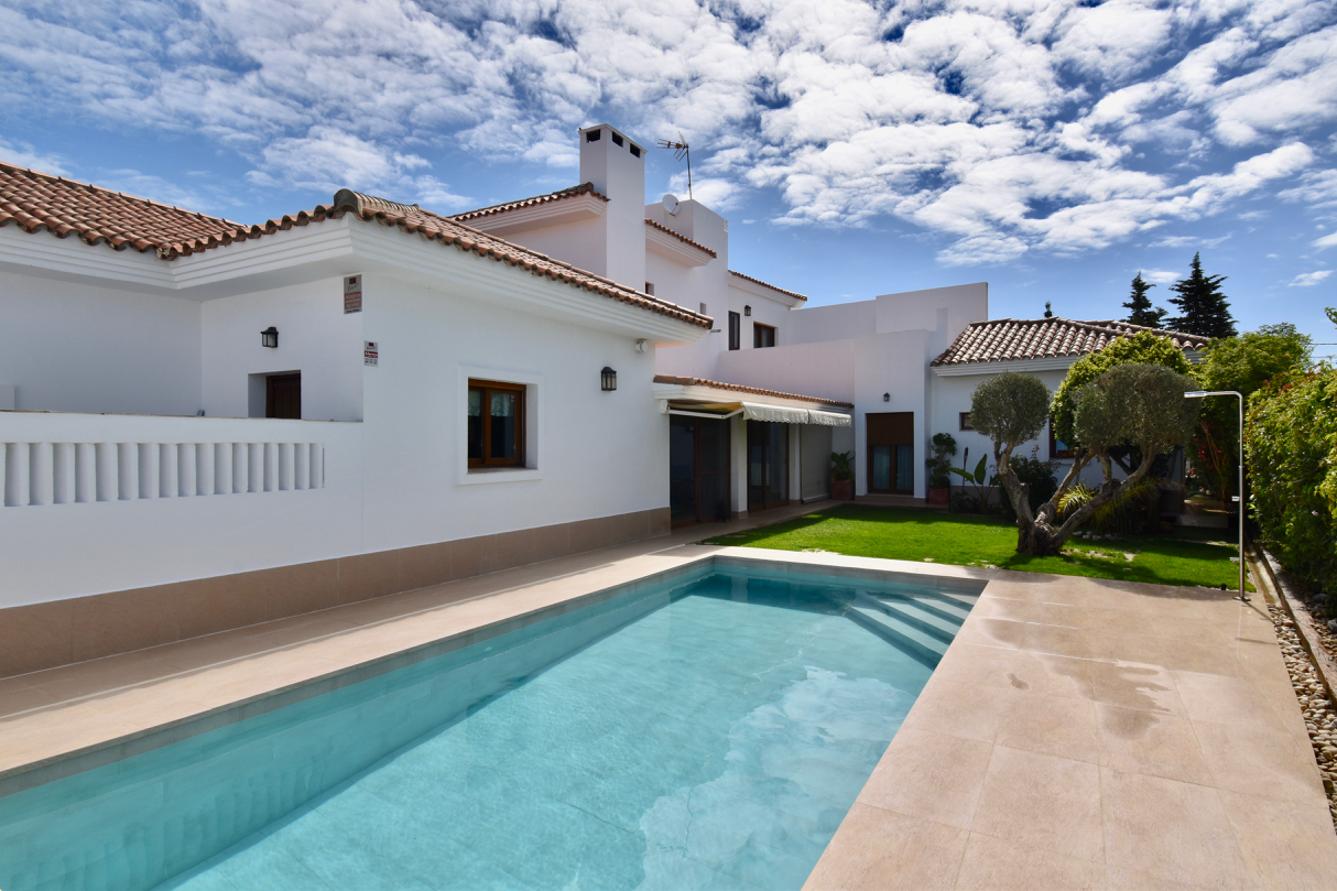 Jazmín, Villa in Chiclana de la Frontera, Andalusia, Spain  with private pool for 9 persons.....