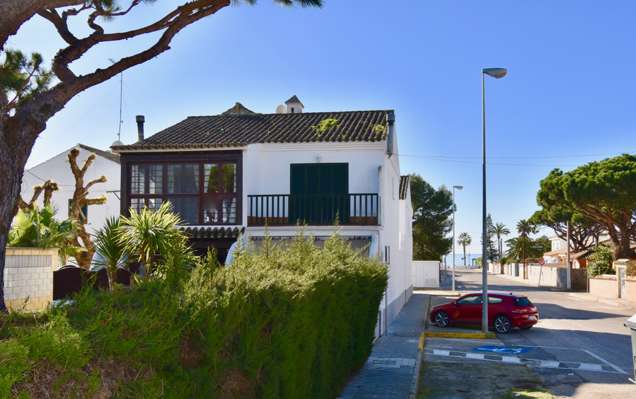 Sirena, Modern and nice house in Chiclana de la Frontera, Andalusia, Spain for 6 persons.....