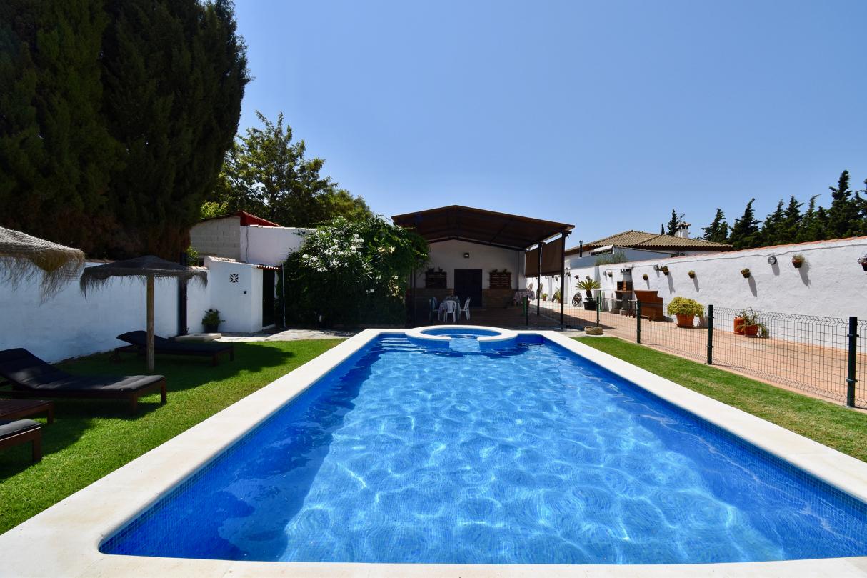 Lola,Villa  con piscina privada en Chiclana de la Frontera, Andalucía, España para 11 personas.....