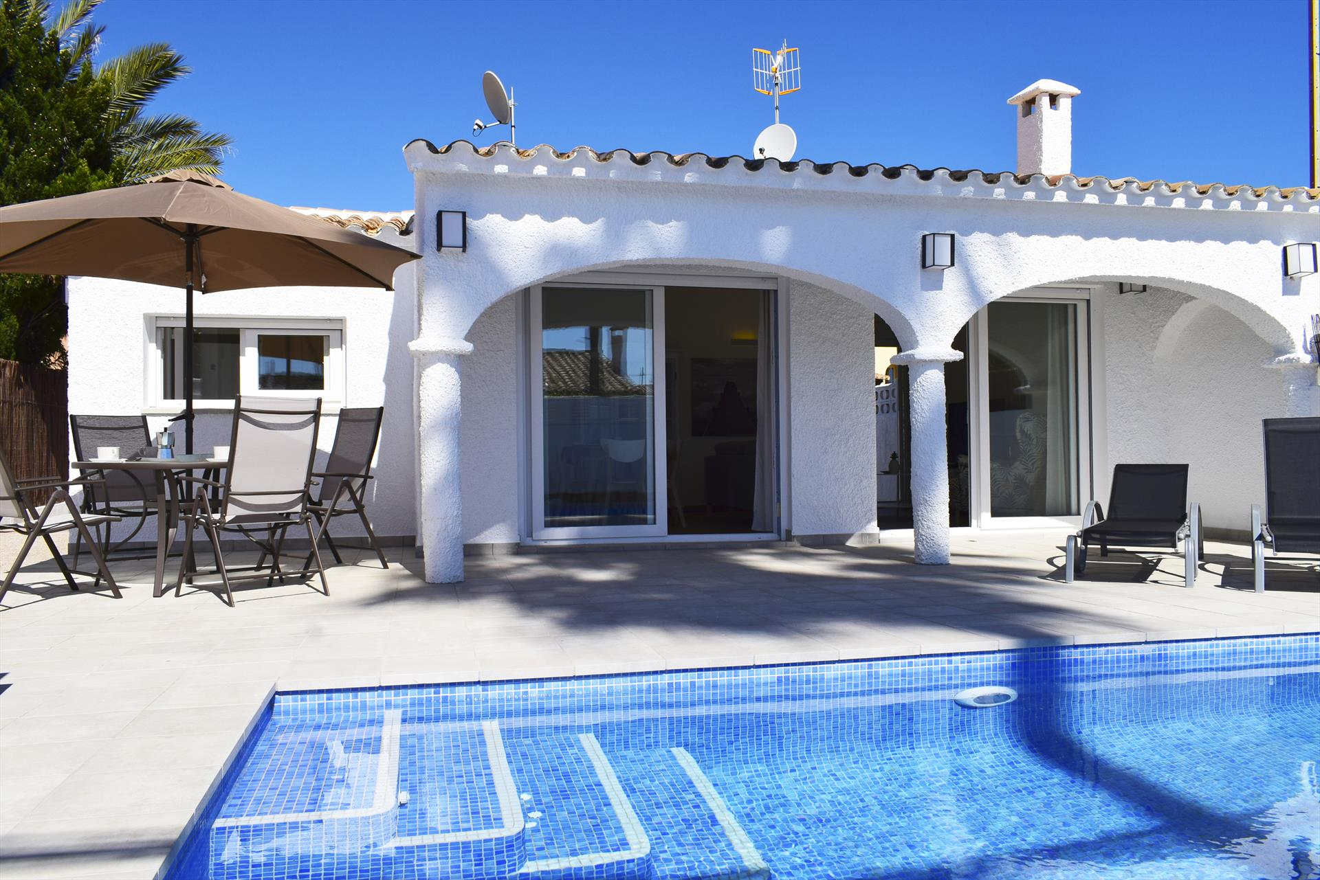 CH3200 Parcela y Piscina privada  c Bacalla, Wonderful and cheerful holiday house in Denia, on the Costa Blanca, Spain  with private pool for 6 persons.....