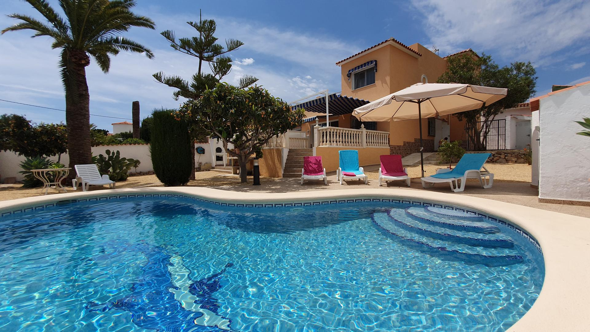 Buenos Dodos, Wonderful and comfortable holiday home in La Nucia, on the Costa Blanca, Spain  with private pool for 8 persons.....