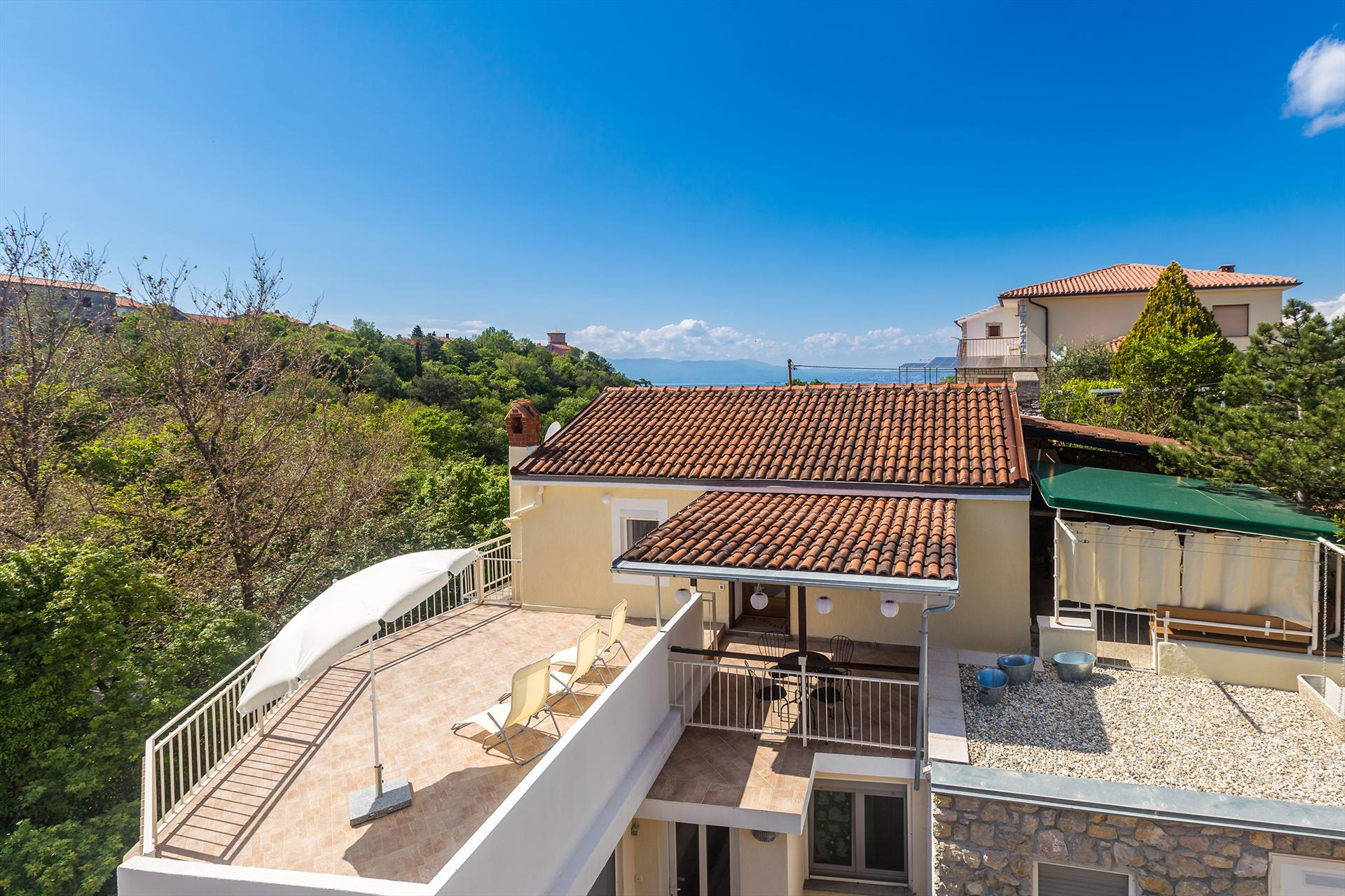 Charming apartment - terrace with nature view and sea view, private parking, wi-fi, Beautiful and classic apartment in Omišalj, Island Krk, Croatia for 4 persons...