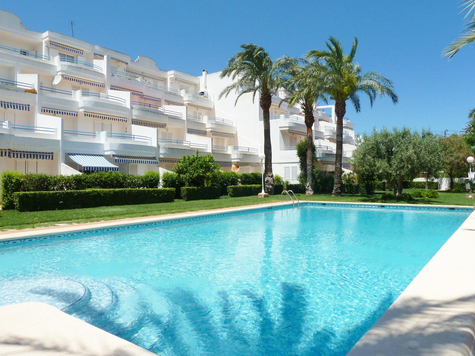 AP2104 Con piscina y a 50m de la playa, Large and classic apartment  with communal pool in Denia, on the Costa Blanca, Spain for 6 persons.....