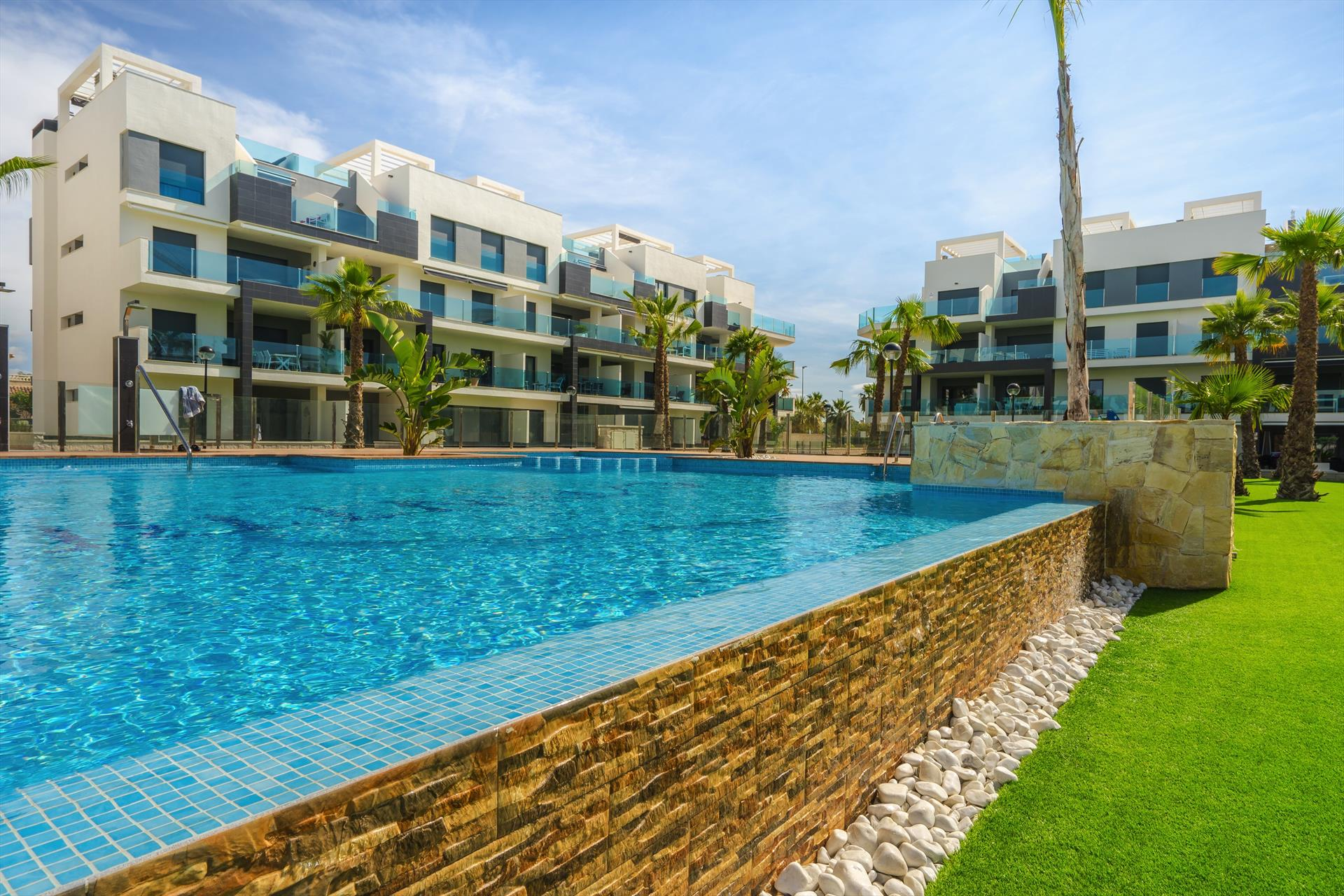 Giallo,Modern and comfortable apartment  with communal pool in Guardamar, on the Costa Blanca, Spain for 5 persons.....