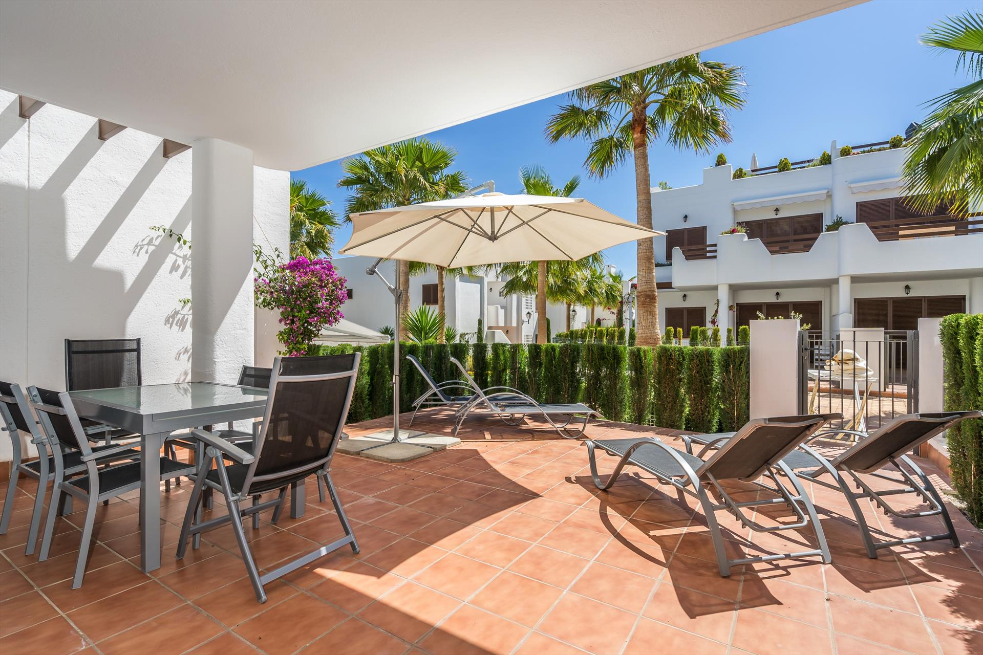 Colibri, Lovely and cheerful apartment  with communal pool in San Juan de los Terreros, Andalusia, Spain for 5 persons.....