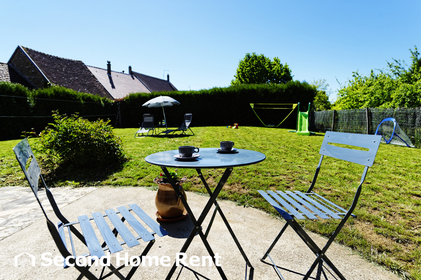 La garçonnière short stay, Lovely and comfortable country house in Perreuse, Burgundy, France for 6 persons.....