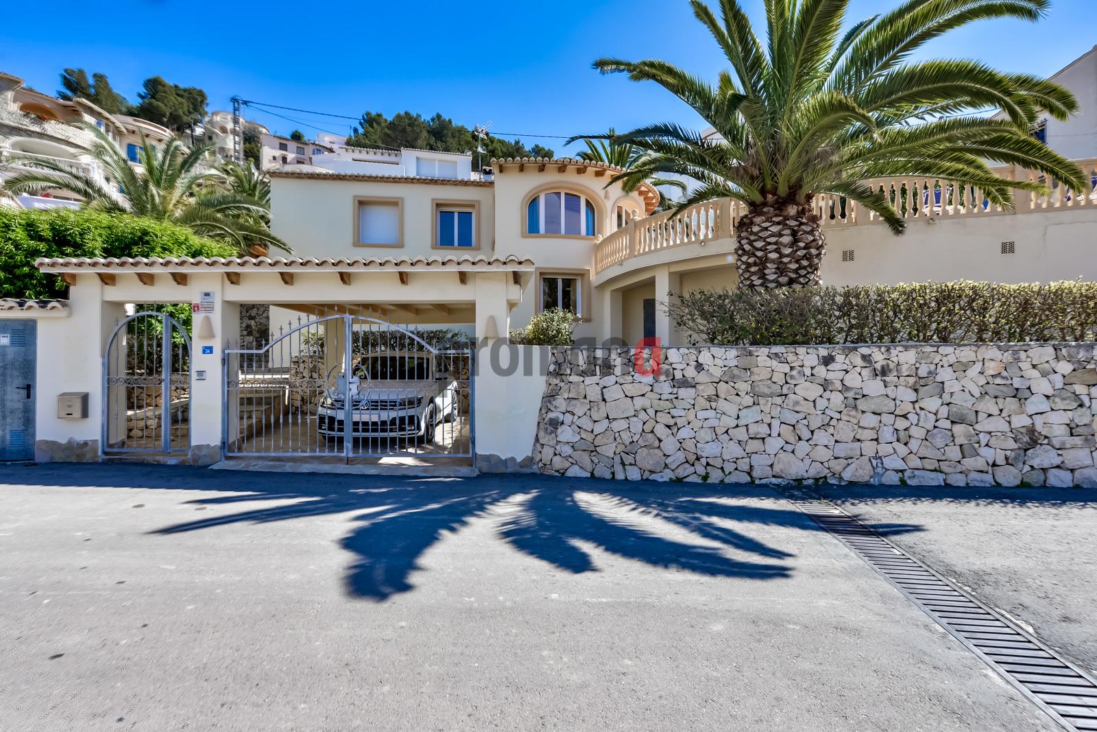 Villa karina,Mooie en comfortabele villa in Benissa, aan de Costa Blanca, Spanje  met privé zwembad voor 6 personen...