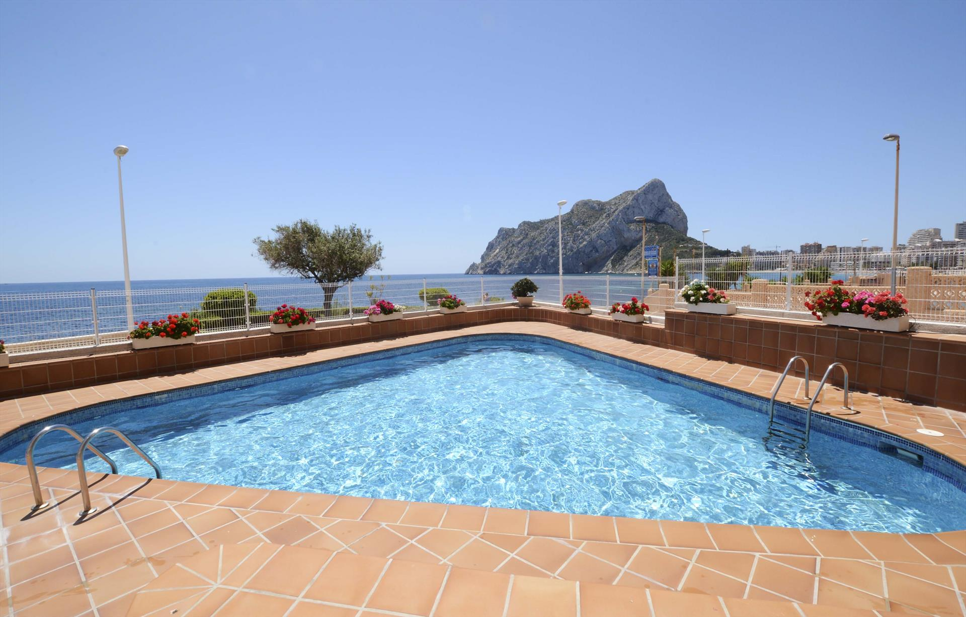 Apartamento Orellana 3B, Apartment in Calpe, on the Costa Blanca, Spain  with communal pool for 4 persons.....