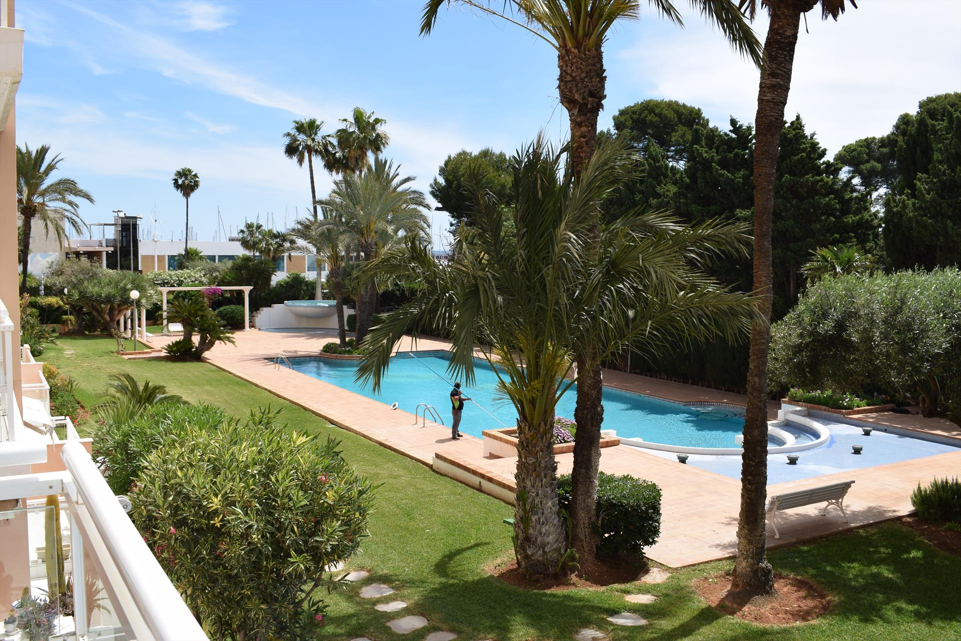 AP2236 Cerca del Club Náutico con Piscina, Wonderful and comfortable apartment in Denia, on the Costa Blanca, Spain  with communal pool for 4 persons.....