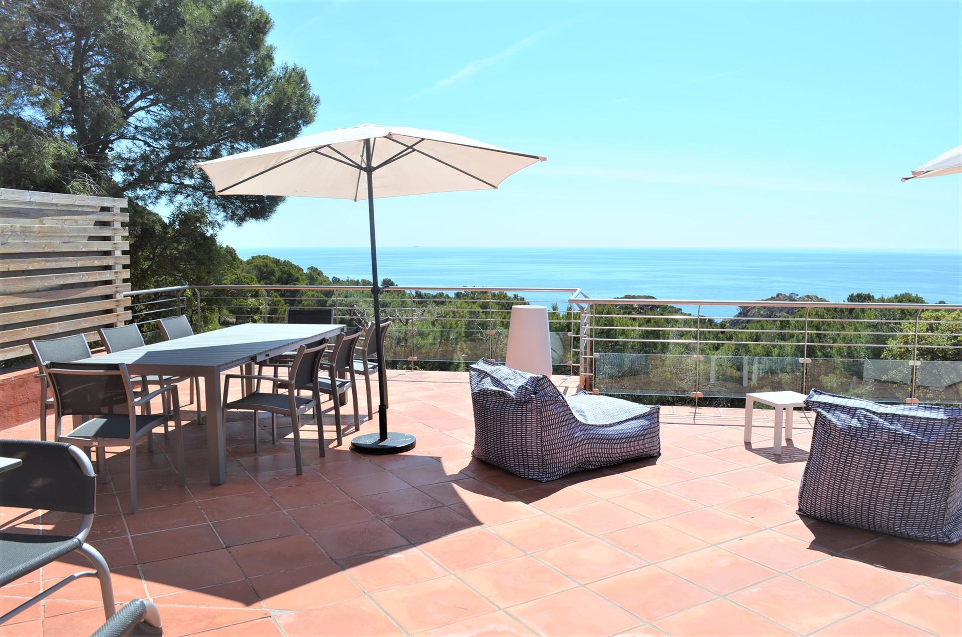 CASA MONTAGUT Tamariu Costa Brava para 10 personas increibles vistas al mar piscina privada wifi gratis,Beautiful holiday house  with private pool in Begur, on the Costa Brava, Spain for 10 persons.....