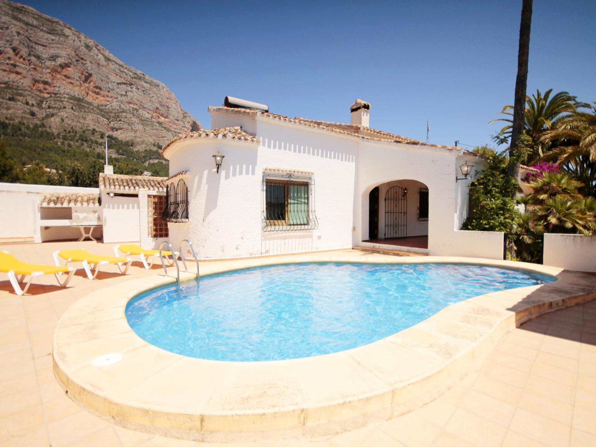 POPUL, Large and comfortable villa  with private pool in Javea, on the Costa Blanca, Spain for 8 persons.....