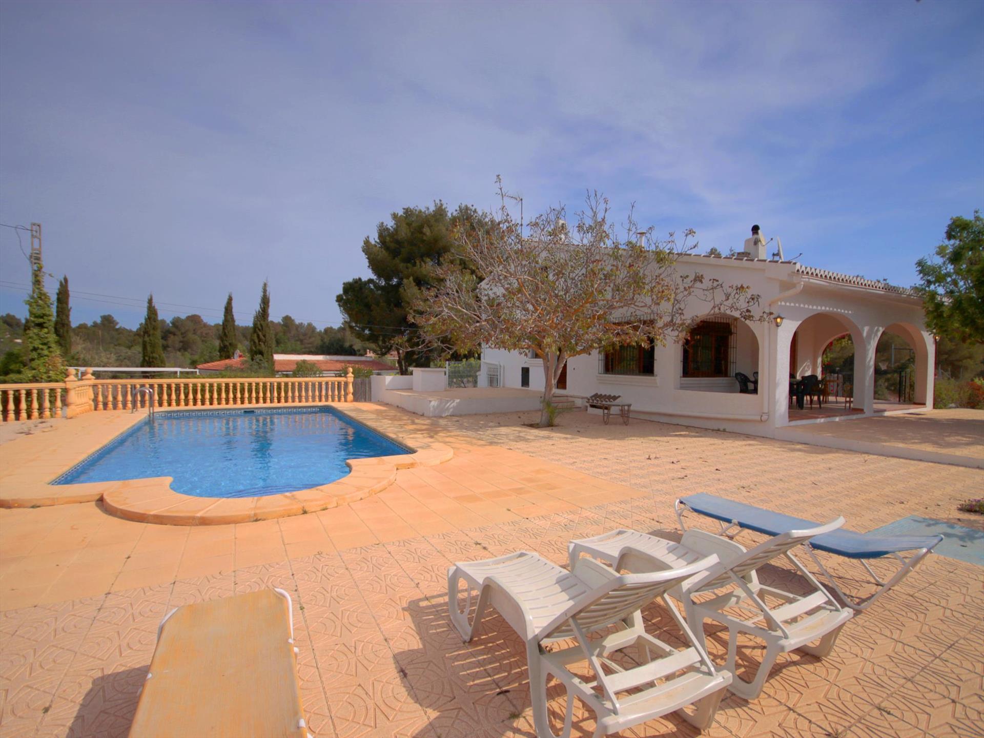 CERVERETA,Villa grande y confortable  con piscina privada en Javea, en la Costa Blanca, España para 8 personas.....