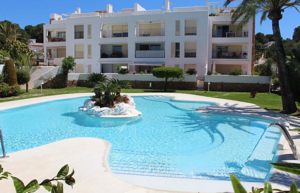 Apartamento Moraira Club, Lovely and cheerful apartment  with communal pool in Moraira, on the Costa Blanca, Spain for 4 persons...