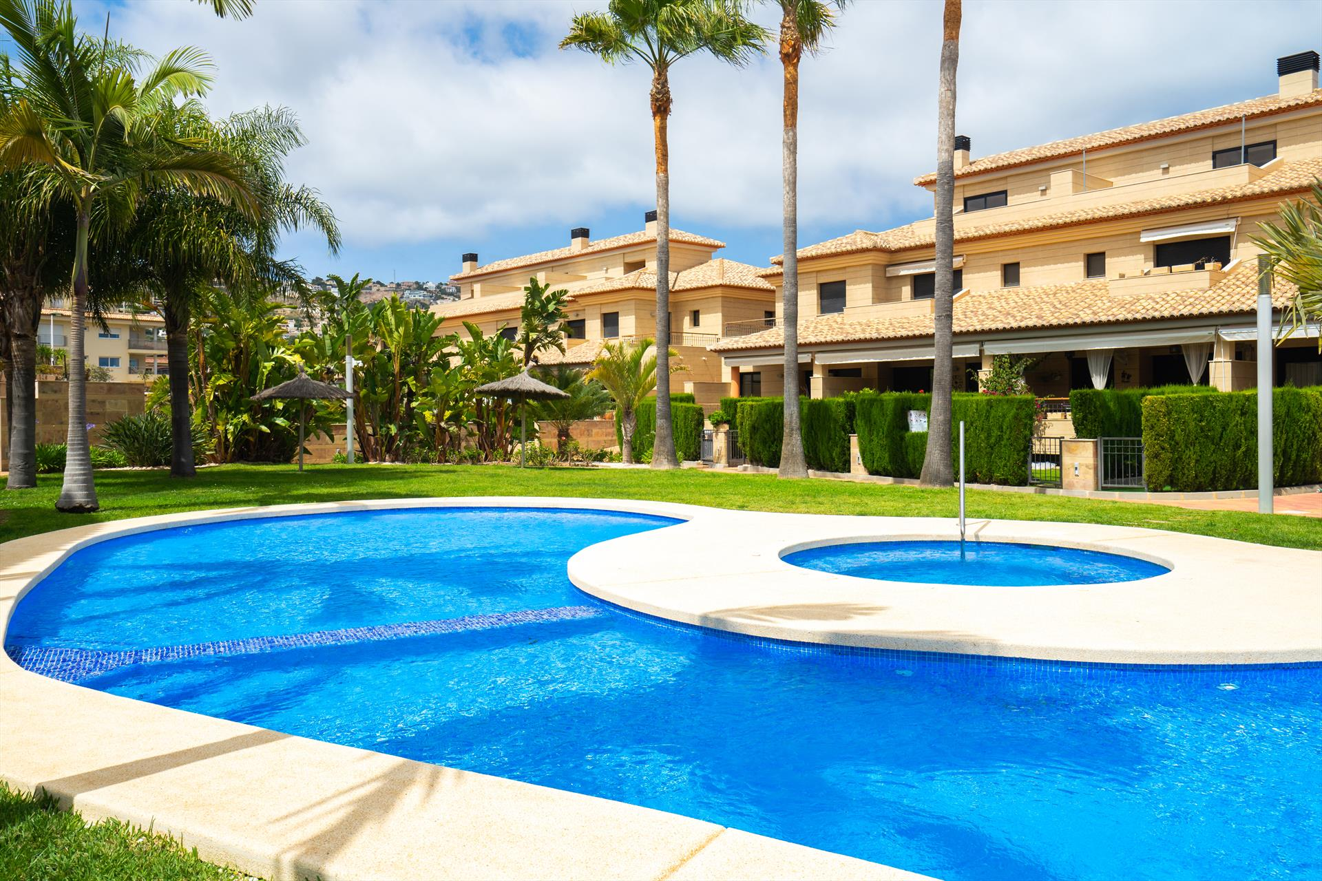 Amalia, Beautiful and cheerful apartment in Javea, on the Costa Blanca, Spain  with communal pool for 2 persons...