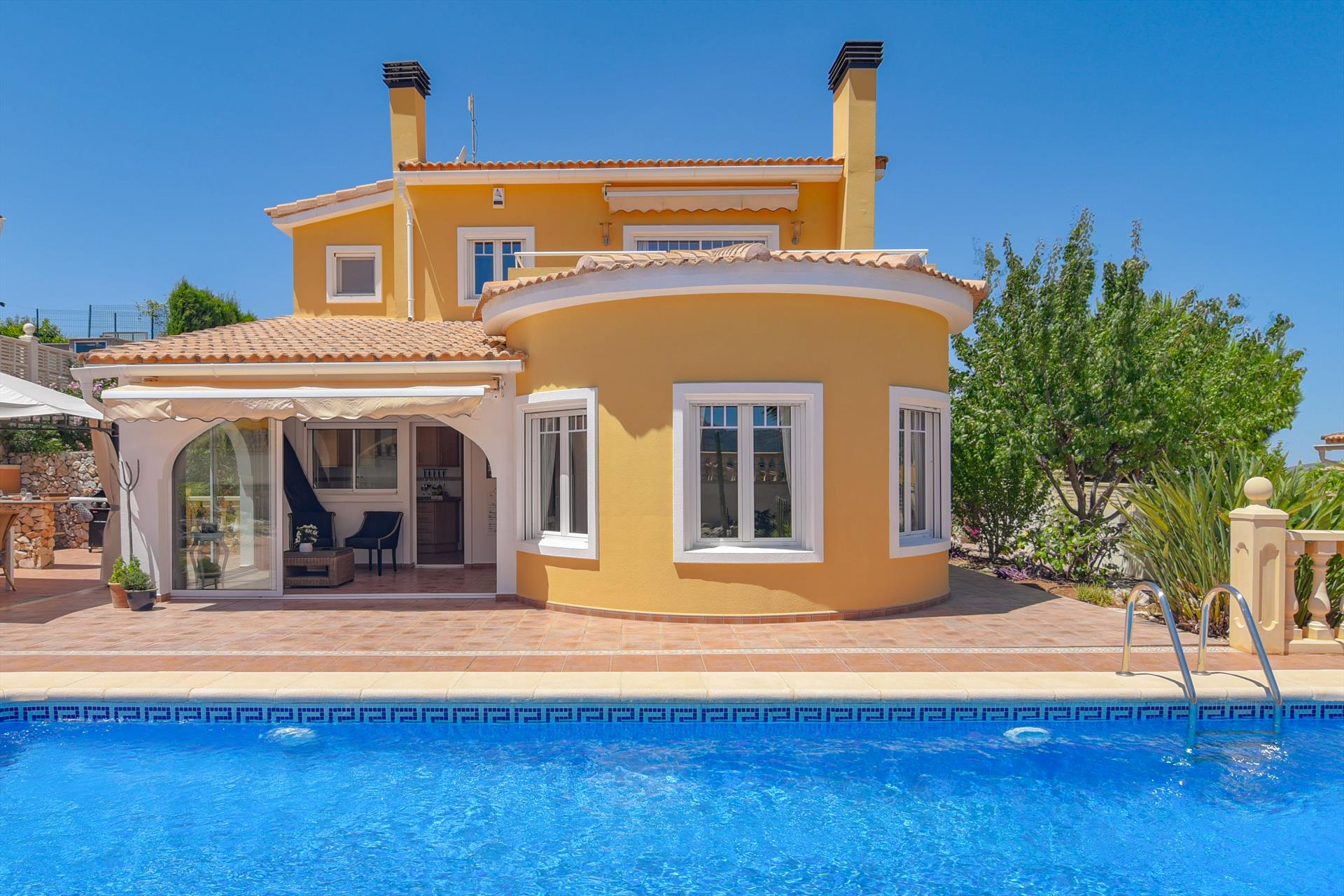 Amberes, Beautiful and comfortable villa  with private pool in Gata De Gorgos, on the Costa Blanca, Spain for 6 persons.....