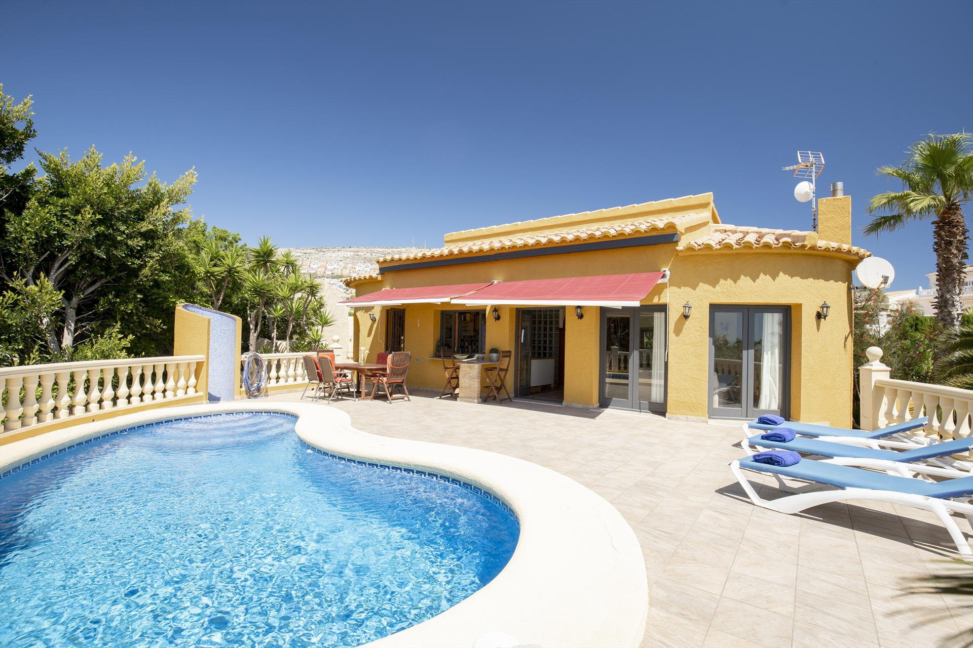 Casa Paz, Wonderful and cheerful villa  with private pool in Javea, on the Costa Blanca, Spain for 6 persons.....