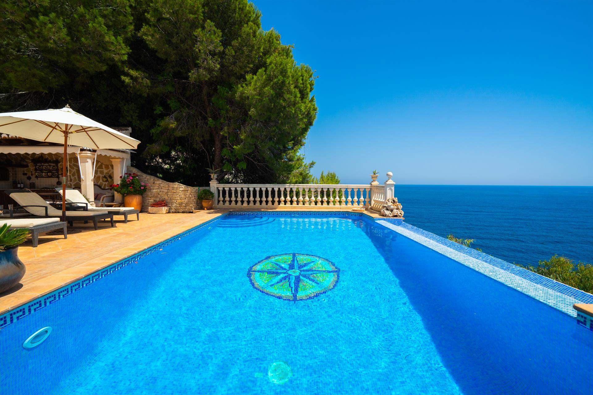 El Paraiso 8 pax, Large and classic villa  with private pool in Javea, on the Costa Blanca, Spain for 8 persons.....
