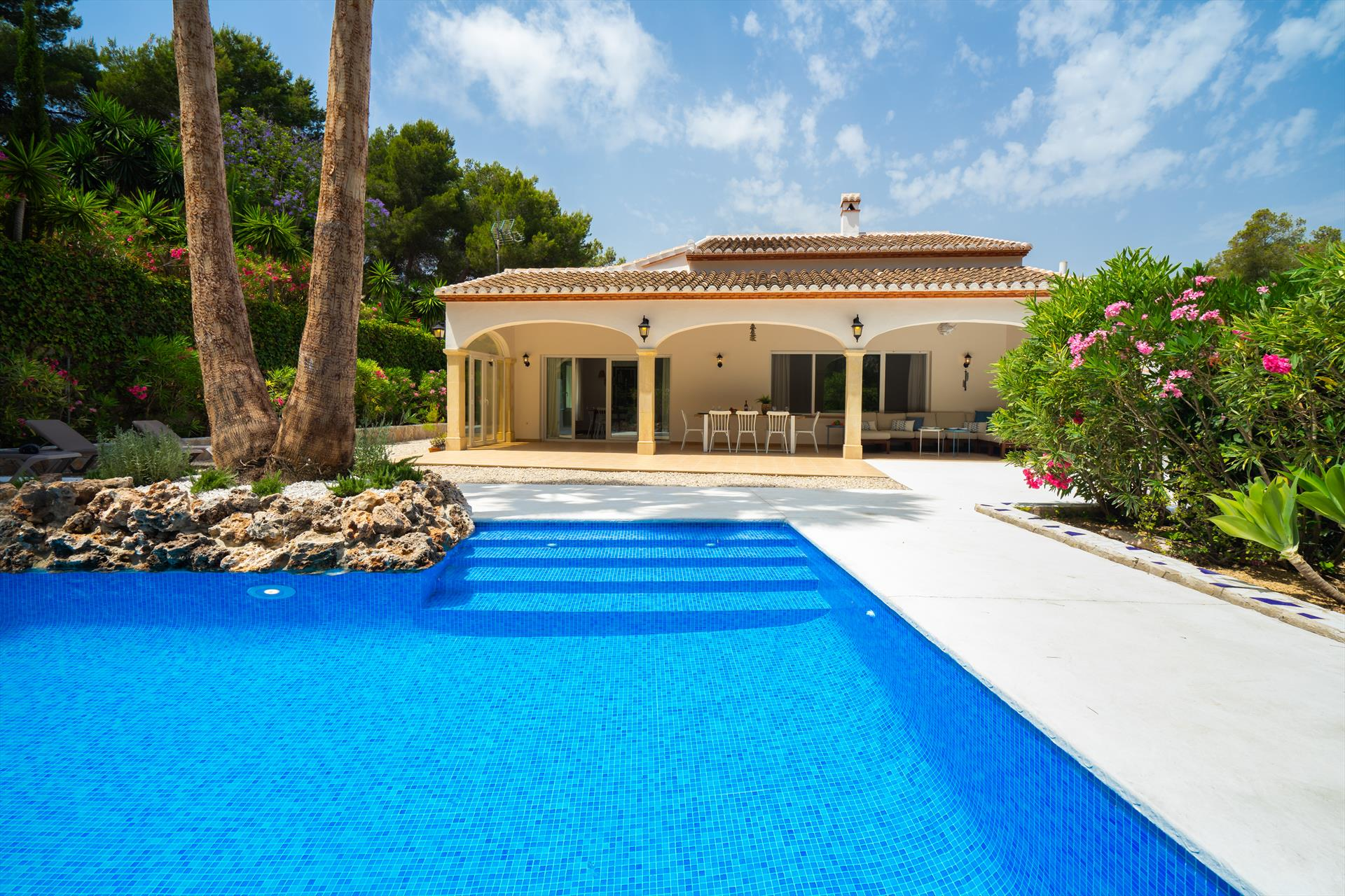 Alma, Beautiful and comfortable villa  with private pool in Javea, on the Costa Blanca, Spain for 8 persons.....