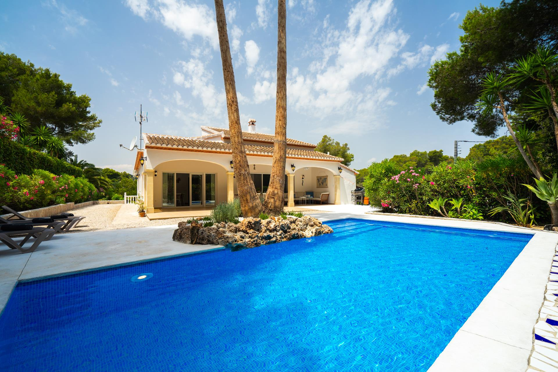 Alma 6 pax, Beautiful and comfortable villa  with private pool in Javea, on the Costa Blanca, Spain for 6 persons...