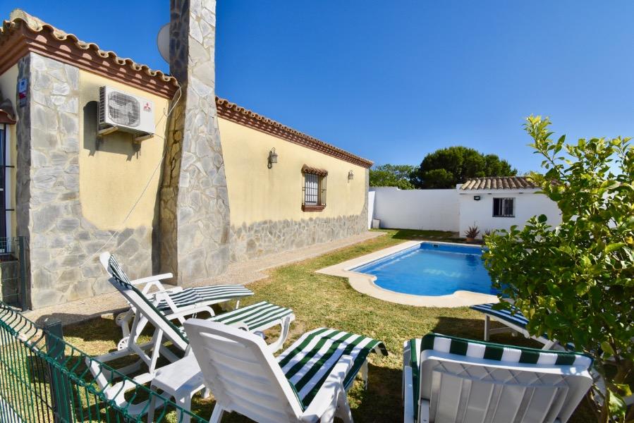 Verano,Villa  con piscina privada en Chiclana de la Frontera, Andalucía, España para 10 personas.....