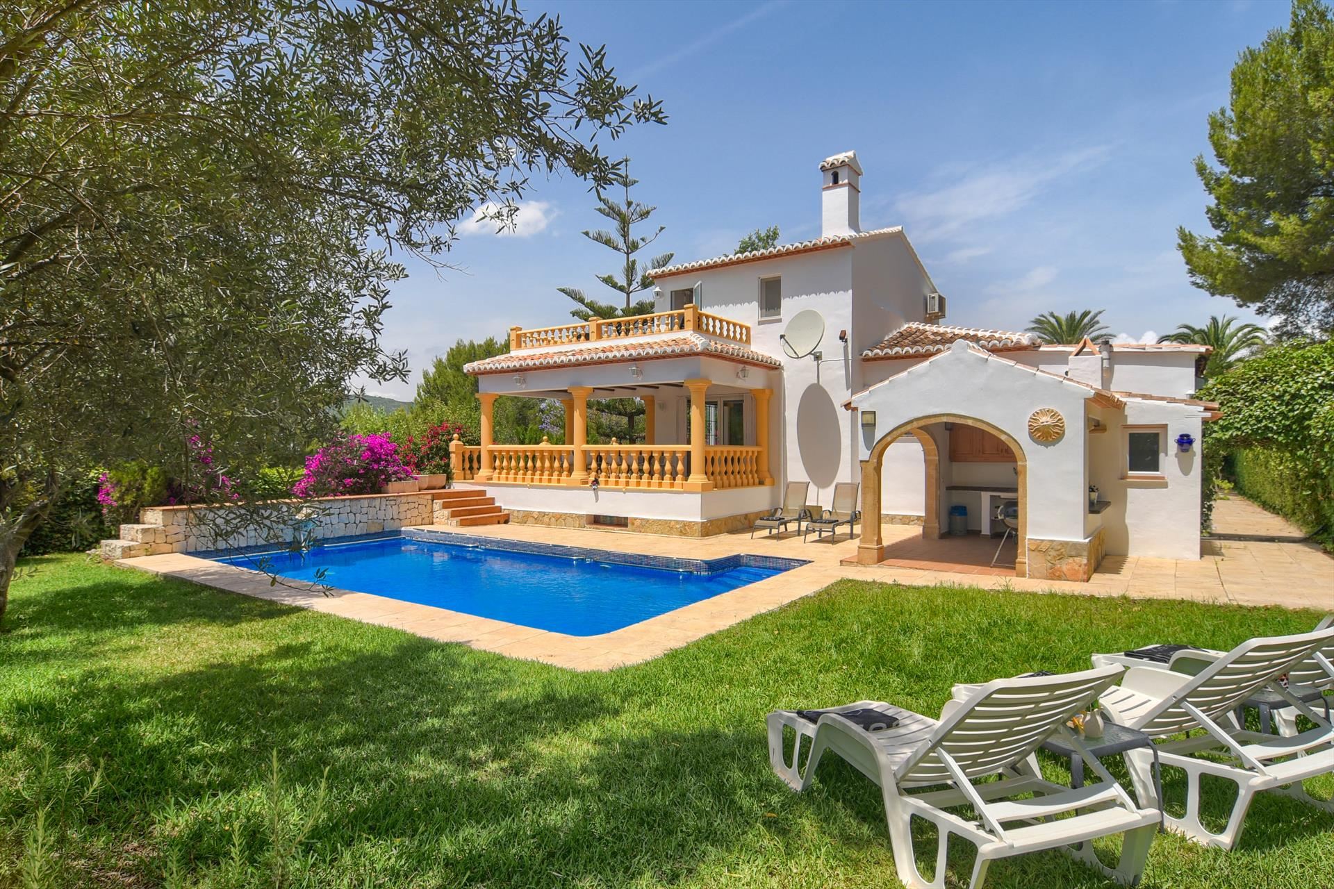 Mandarin, Large and cheerful villa  with private pool in Javea, on the Costa Blanca, Spain for 8 persons...