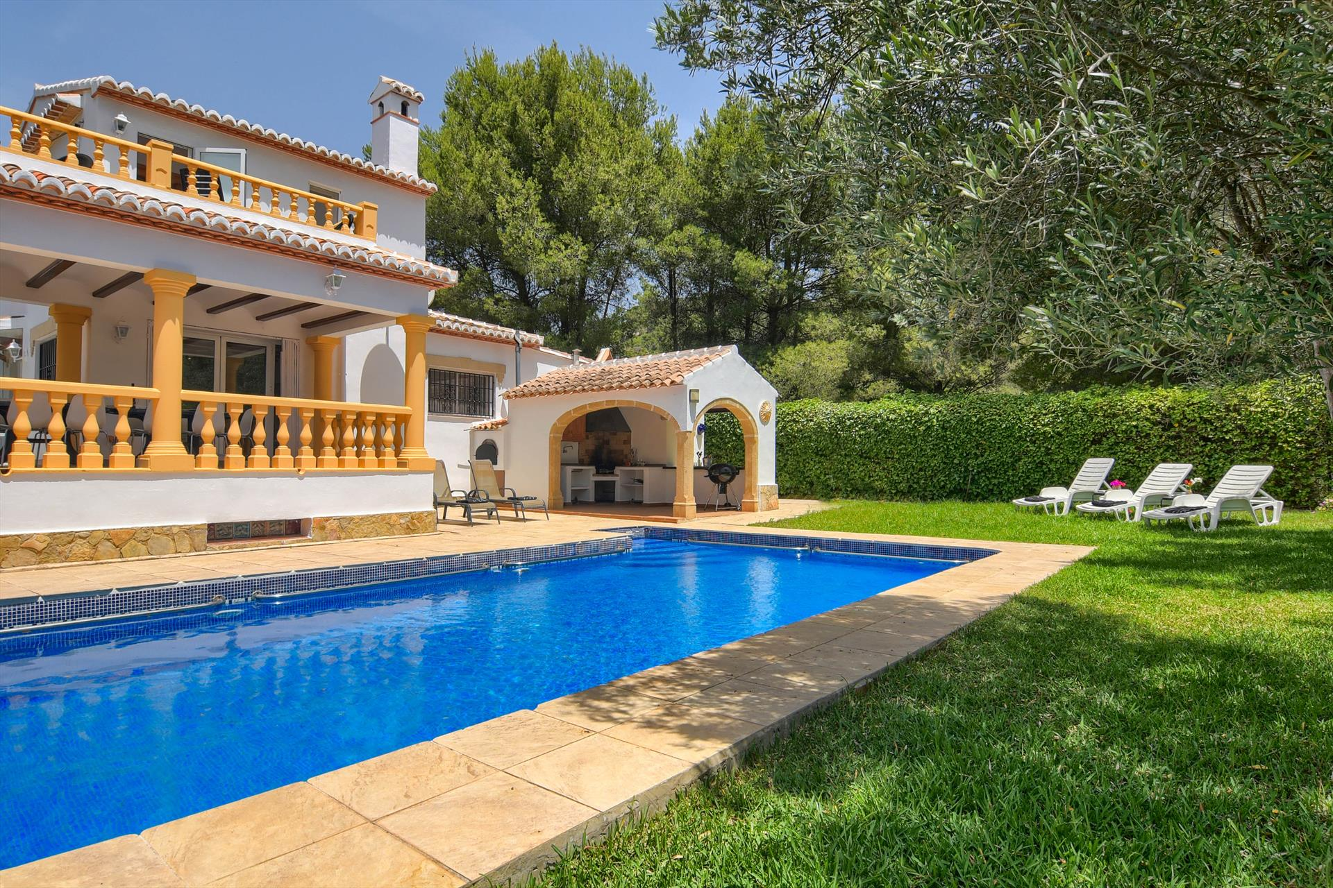 Mandarin 10 pax, Large and cheerful villa in Javea, on the Costa Blanca, Spain  with private pool for 10 persons.....