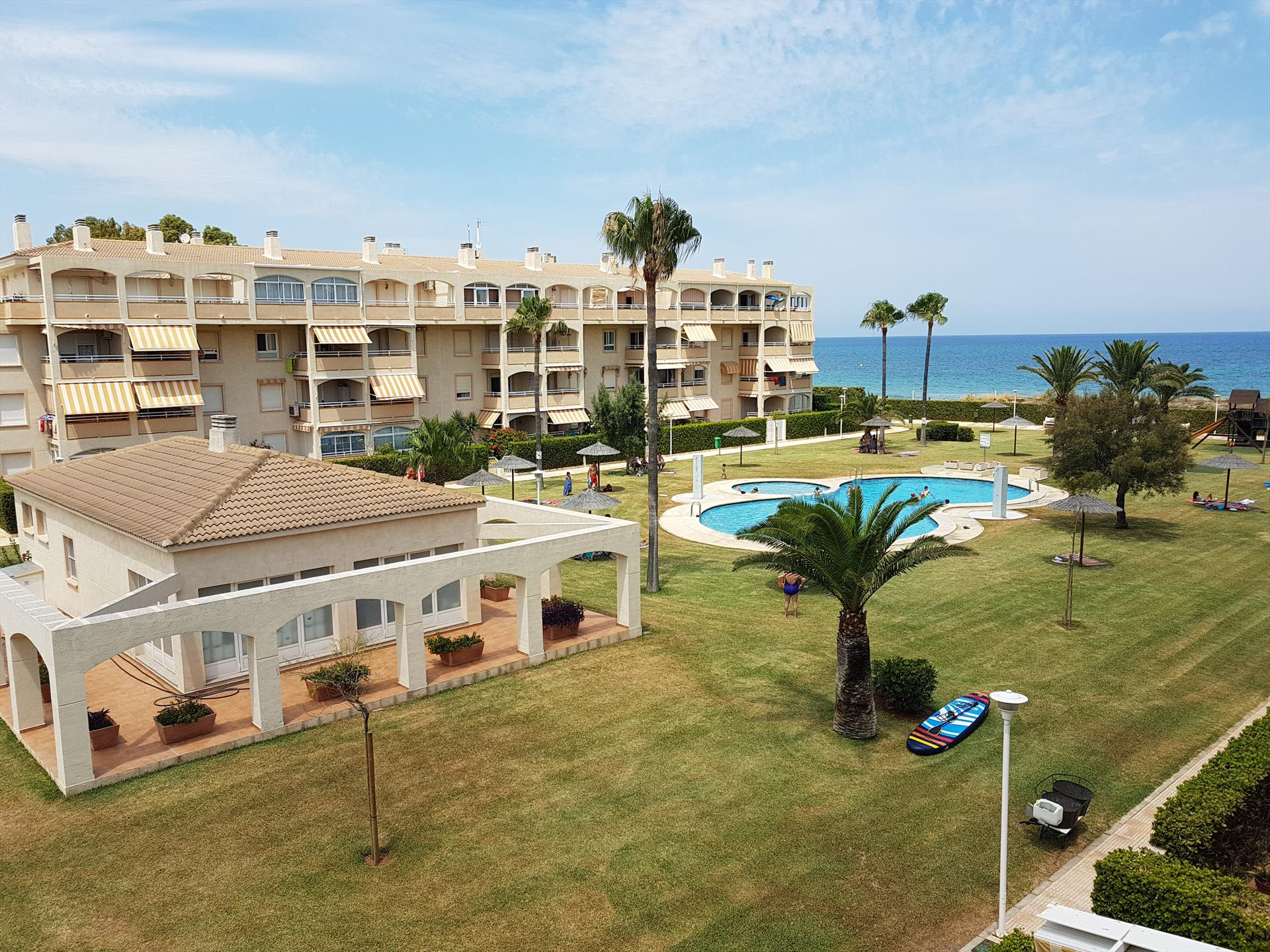 AP2132 Bahia de Denia Las Marinas, Beautiful and cheerful apartment in Denia, on the Costa Blanca, Spain  with communal pool for 6 persons.....