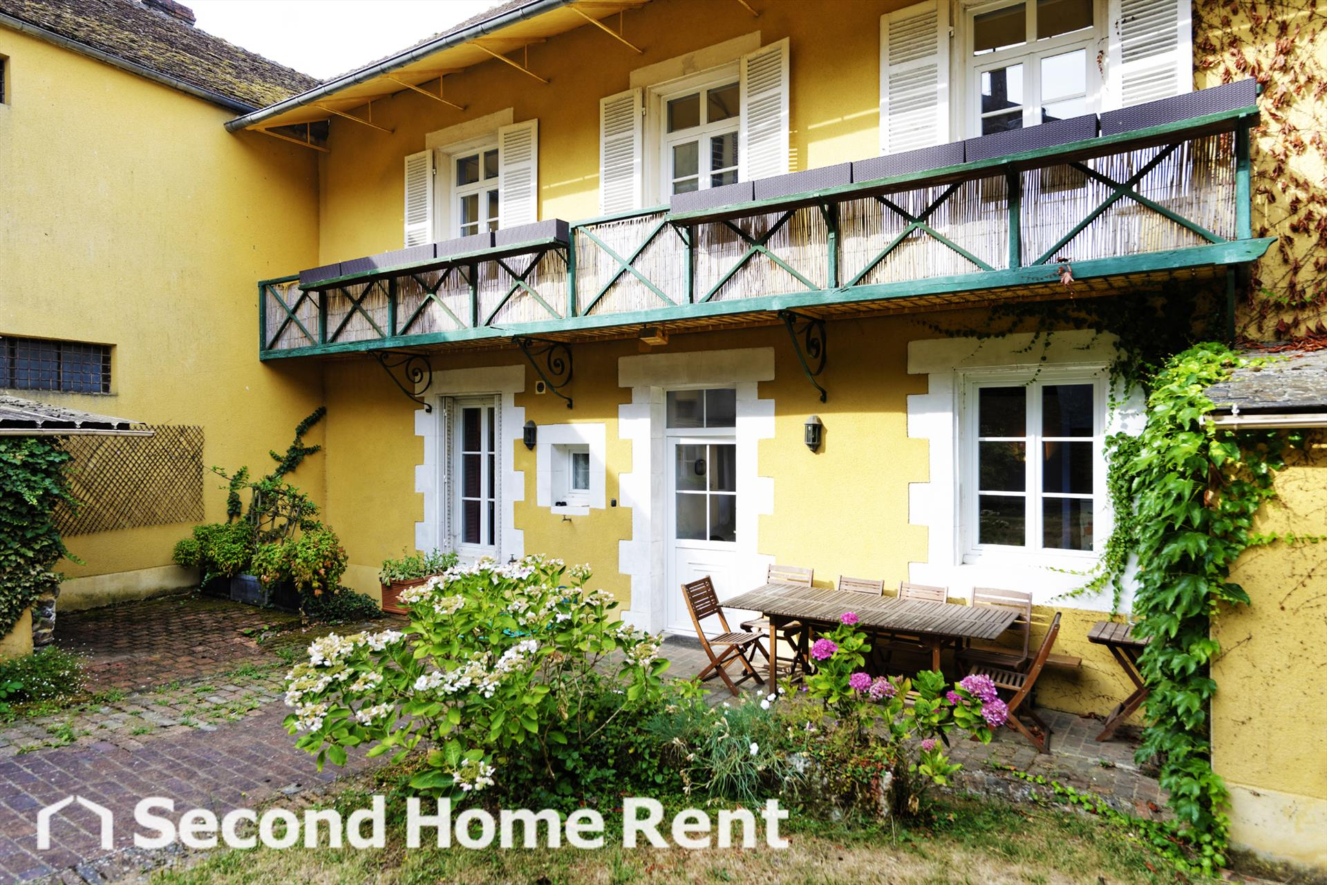 Maison Jaune short stay,Large and classic holiday home in Saint Sauveur en Puisaye, Burgundy, France for 12 persons.....