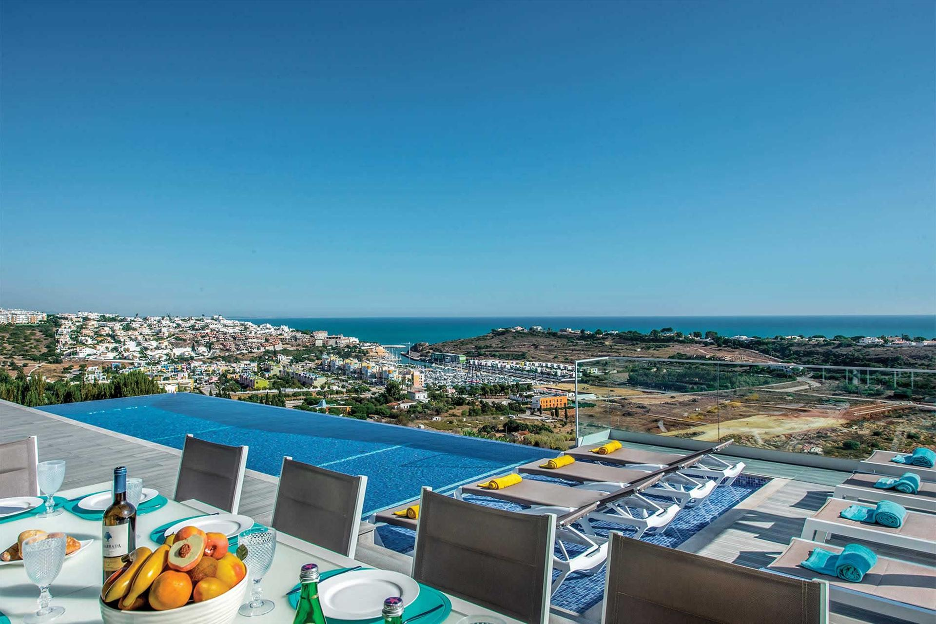 Villa Albufeira LS412,Large and  luxury villa in Albufeira, on the Algarve, Portugal  with heated pool for 14 persons...