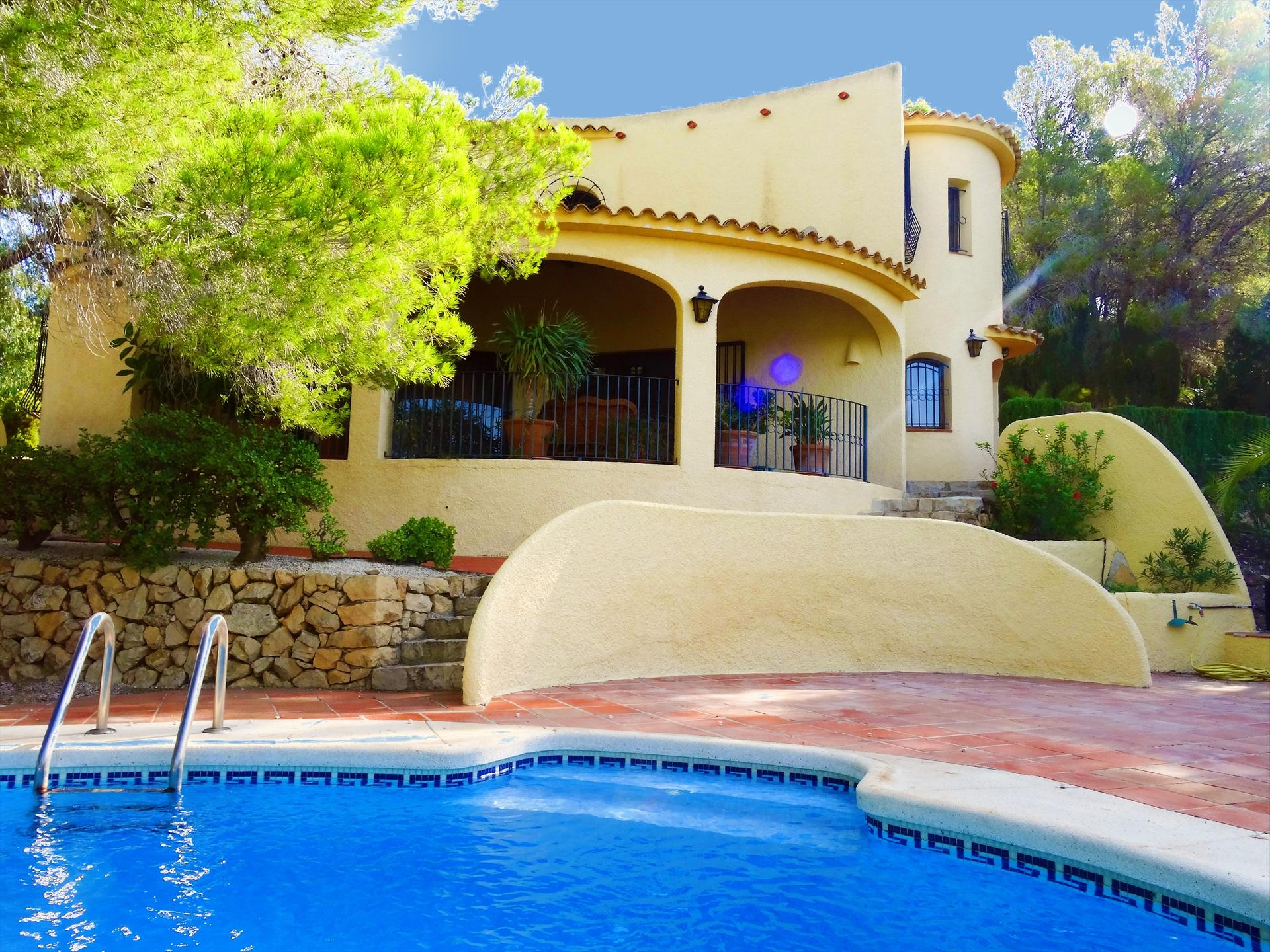 Casa Kirbo, Wonderful and comfortable villa in Altea, on the Costa Blanca, Spain  with private pool for 4 persons.....