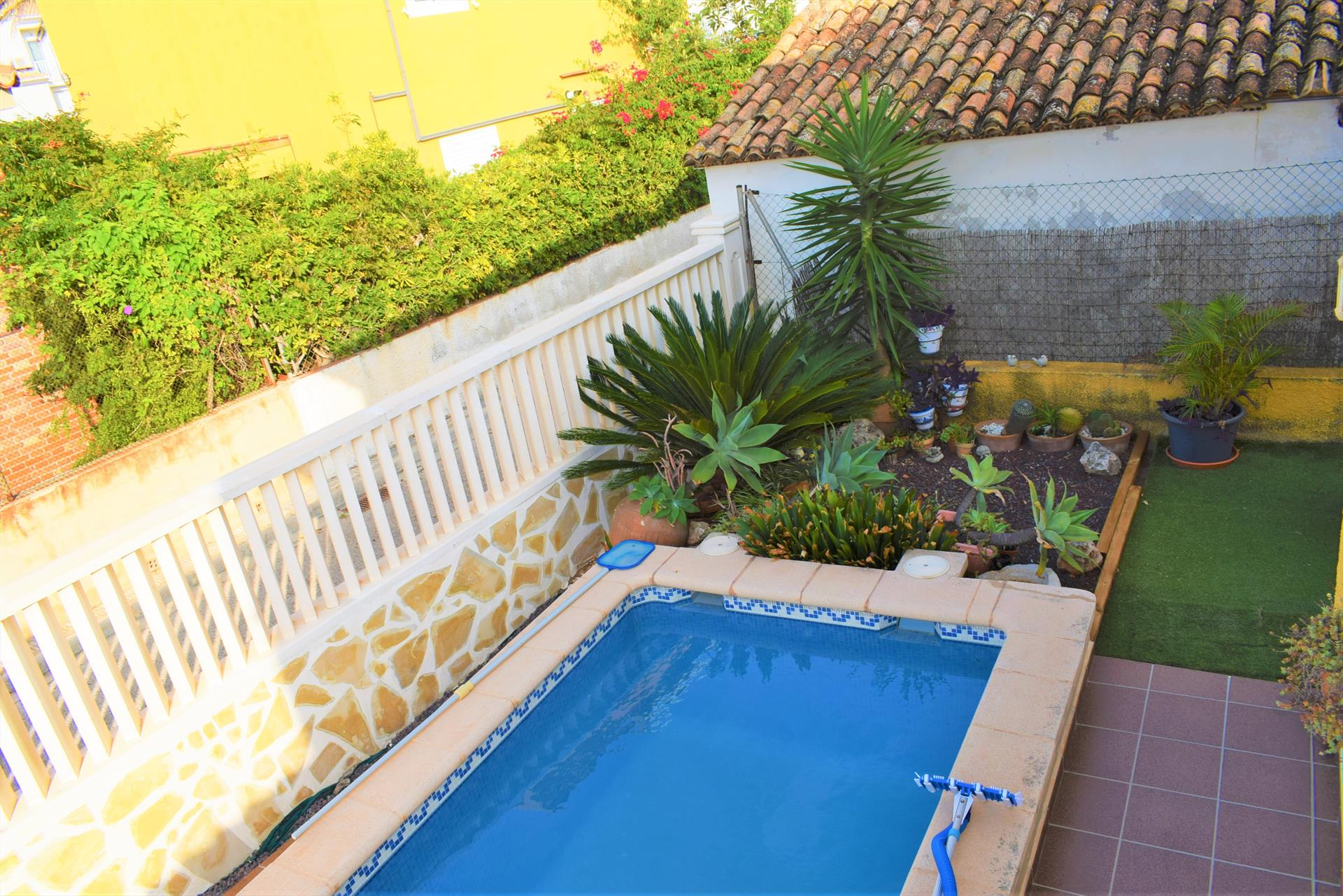 AP5001 Volanti Sector 5 Aiguablanca, Large and cheerful apartment  with communal pool in Oliva, on the Costa Blanca, Spain for 7 persons.....