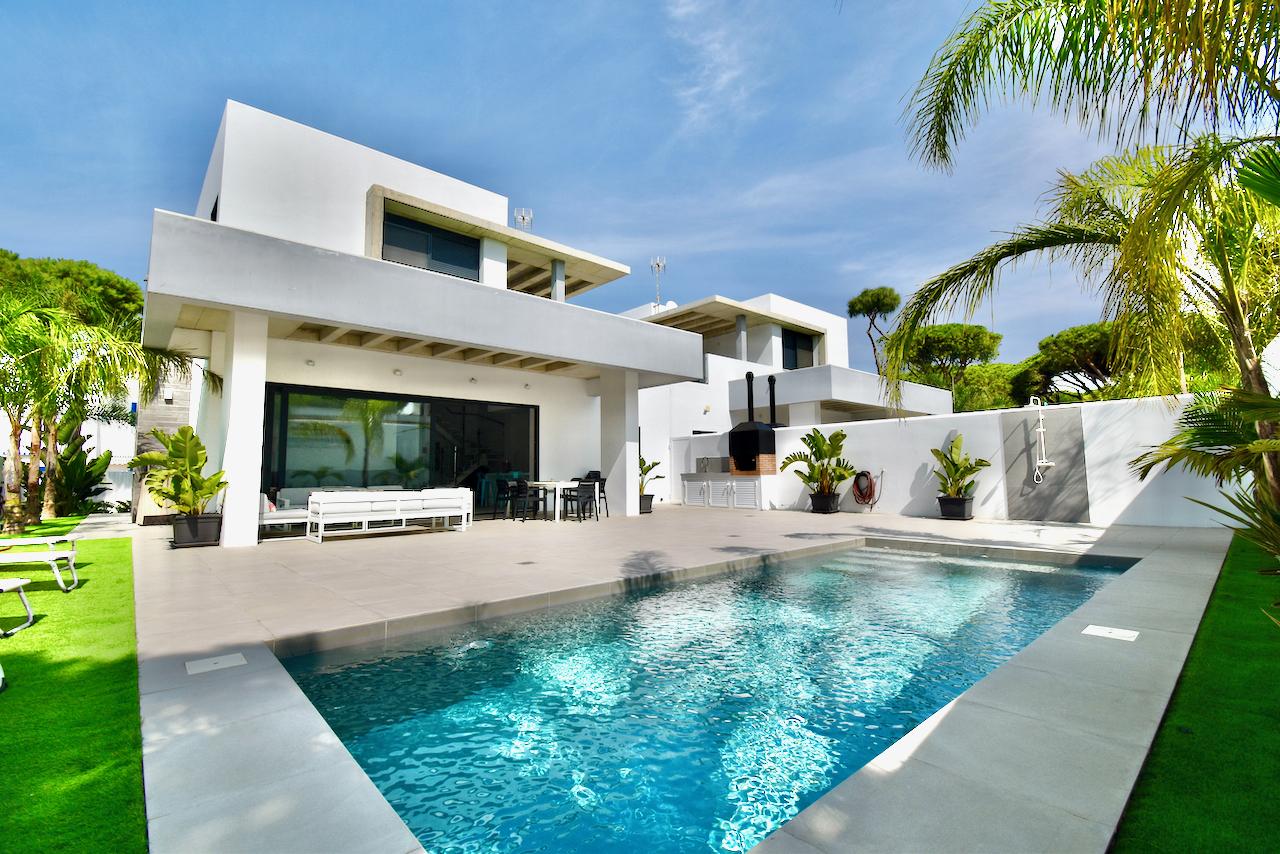 Concha 2,Villa à Chiclana de la Frontera, Andalousie, Espagne  avec piscine privée pour 10 personnes.....