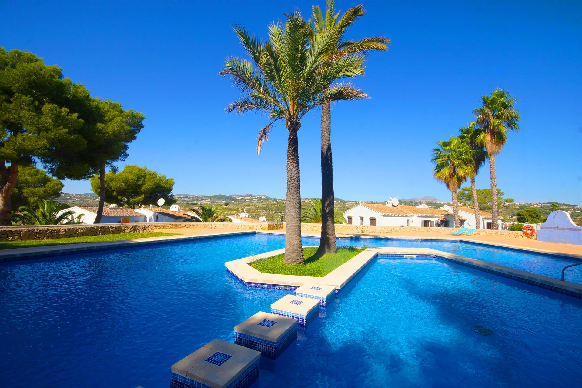 Alcala, Modern and comfortable apartment in Moraira, on the Costa Blanca, Spain  with communal pool for 4 persons.....