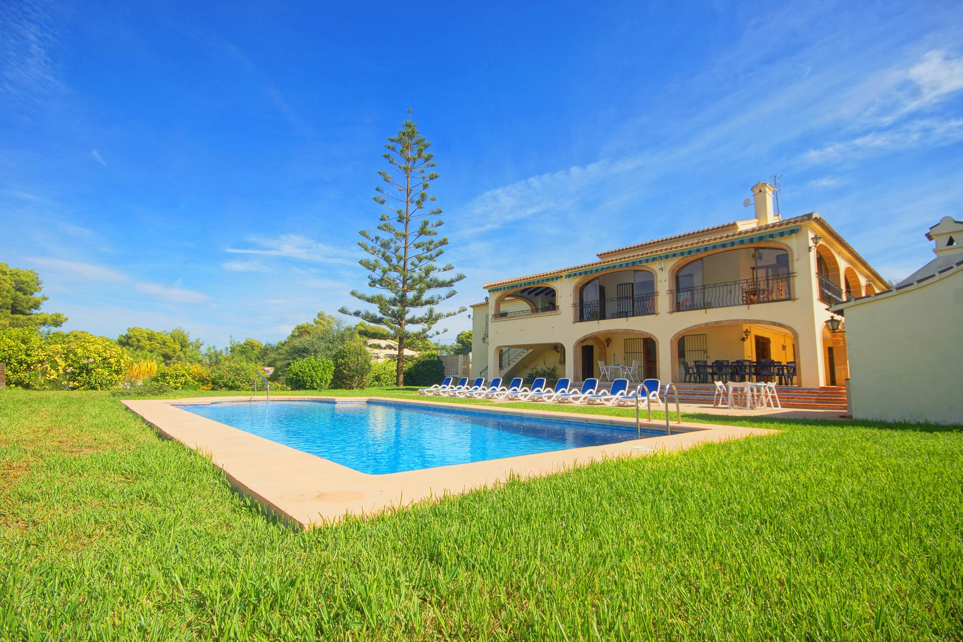 Jasmin, Large and comfortable villa in Javea, on the Costa Blanca, Spain  with private pool for 14 persons.....