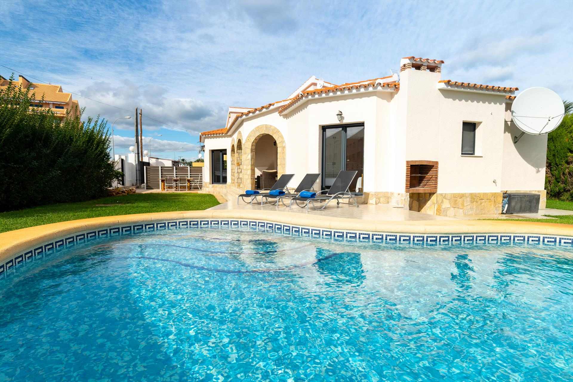 Casa Bot, Beautiful and comfortable holiday home in Denia, on the Costa Blanca, Spain  with private pool for 6 persons.....