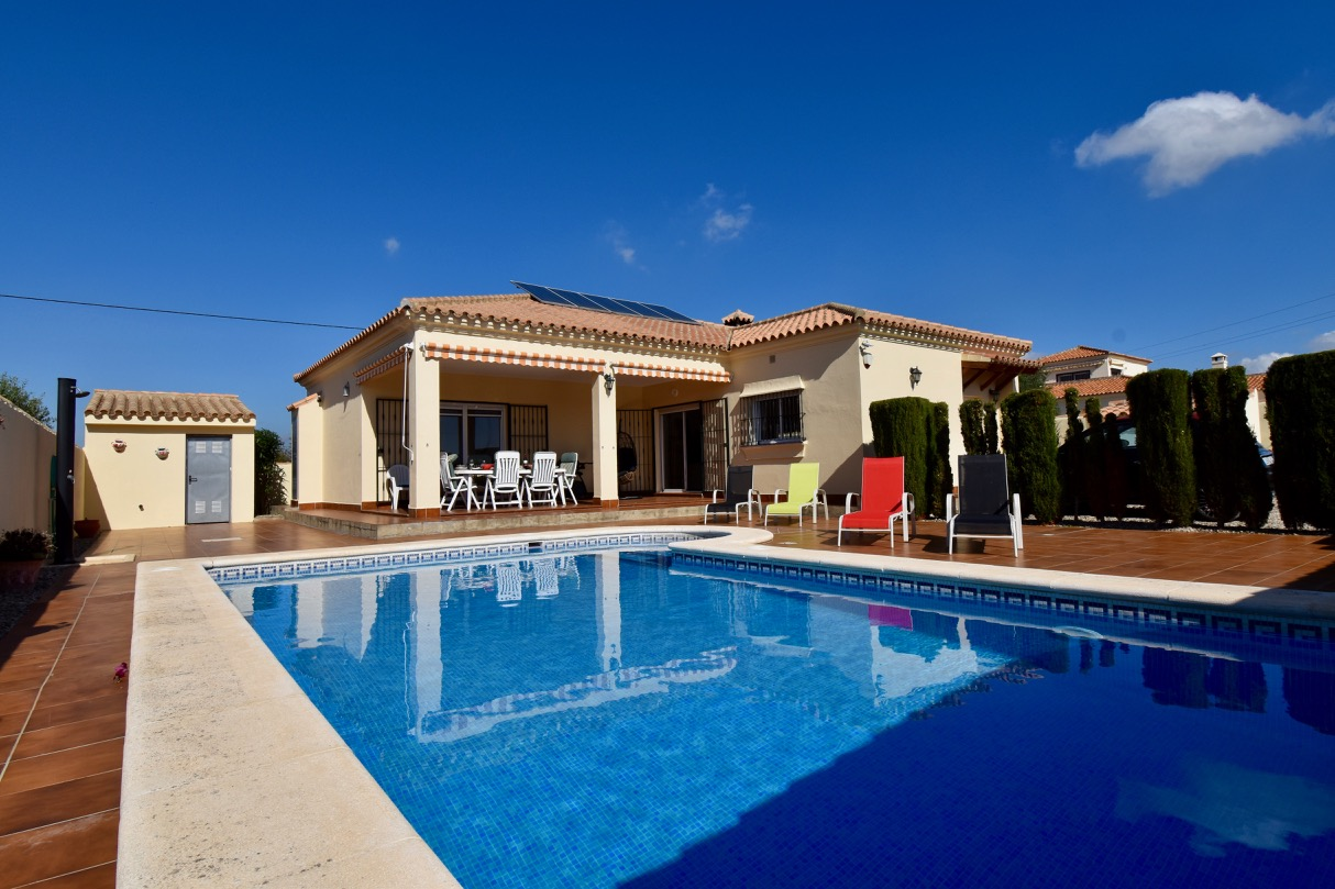 Grazalema, Wonderful and comfortable villa  with private pool in Chiclana de la Frontera, Andalusia, Spain for 6 persons.....