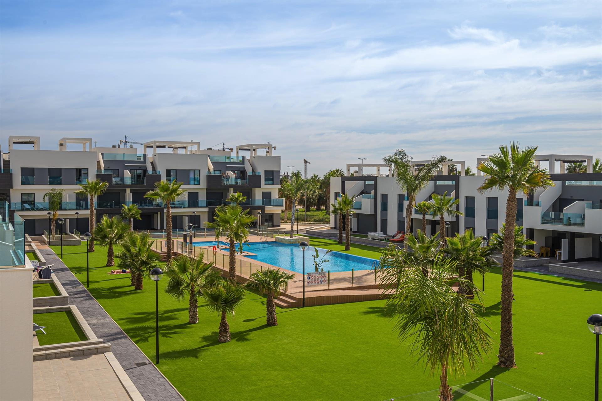 Dalia,Modern and comfortable apartment  with communal pool in Guardamar, on the Costa Blanca, Spain for 4 persons.....