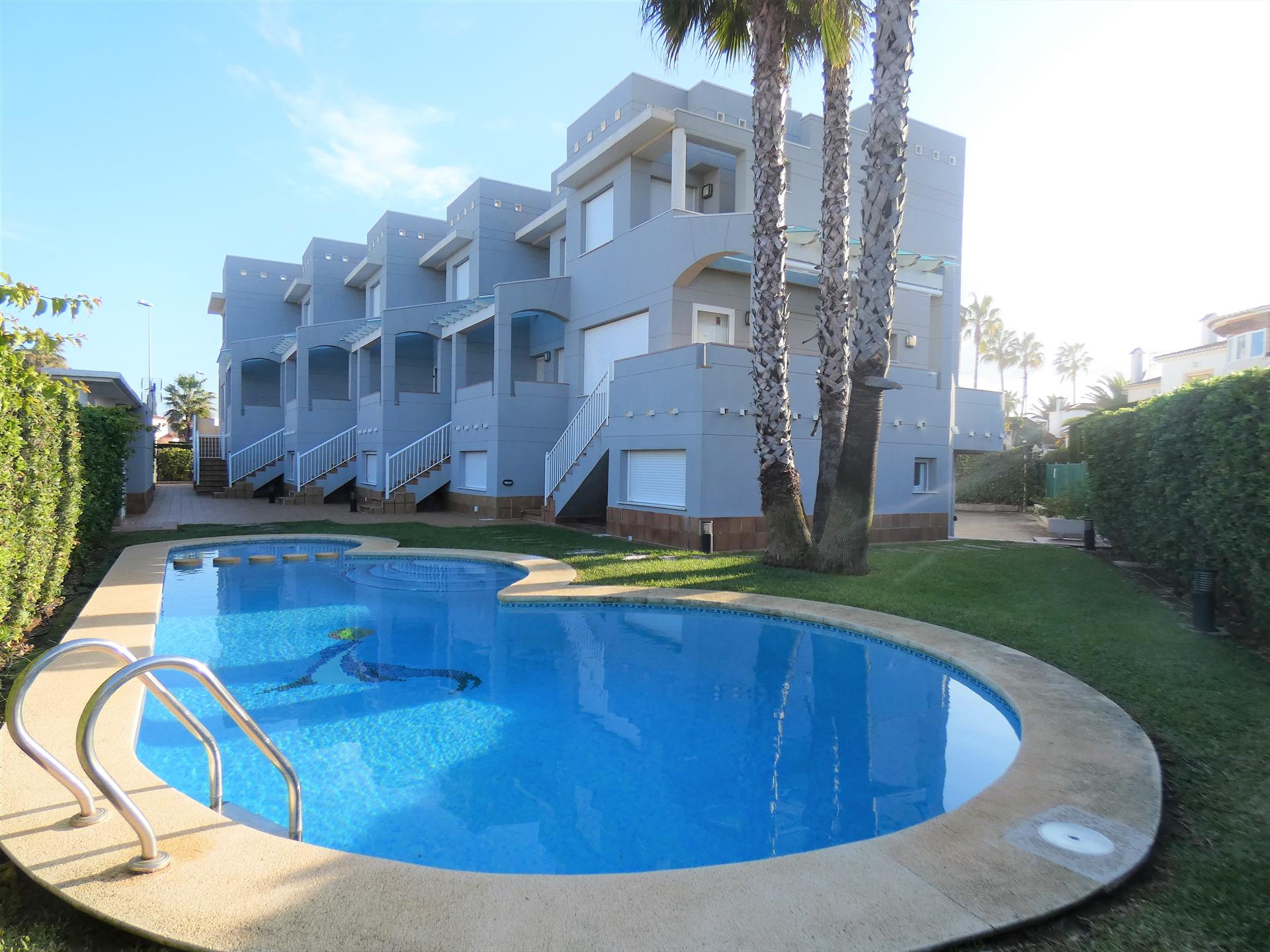 AD190 Dali Euroliva Golf, Modern and cheerful holiday home  with communal pool in Oliva, on the Costa Blanca, Spain for 6 persons.....
