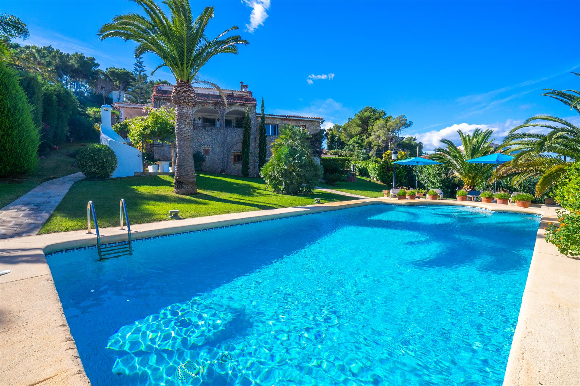 El Halcon, Large and comfortable villa  with private pool in Javea, on the Costa Blanca, Spain for 12 persons.....