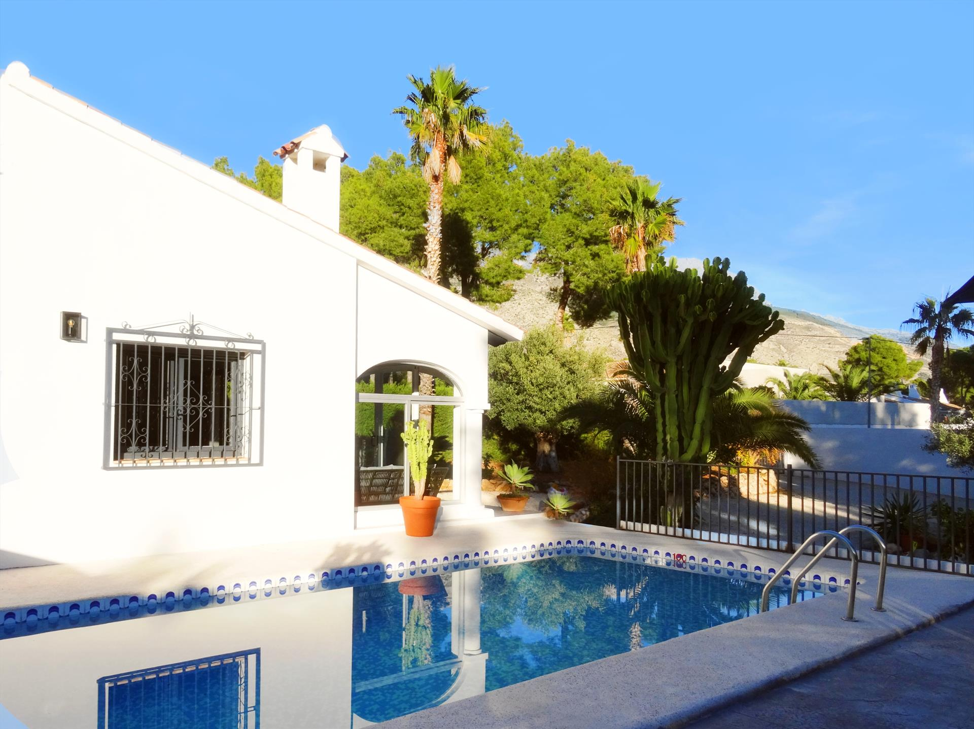 Rustic and comfortable villa  with private pool in Altea, on the Costa Blanca, Spain for 4 persons